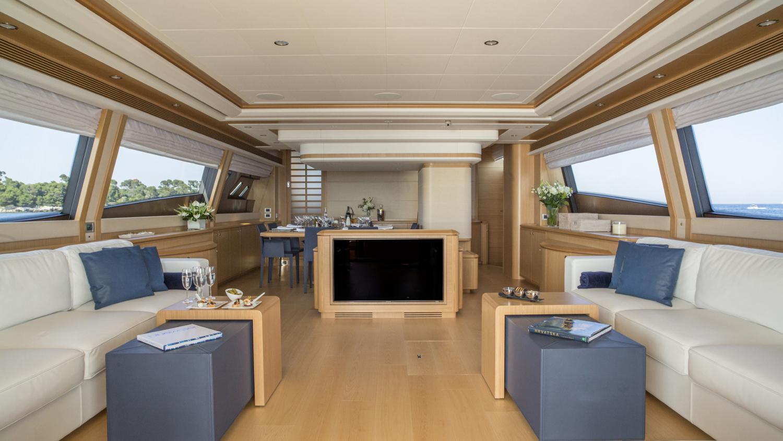 sans-abri-yacht-saloon