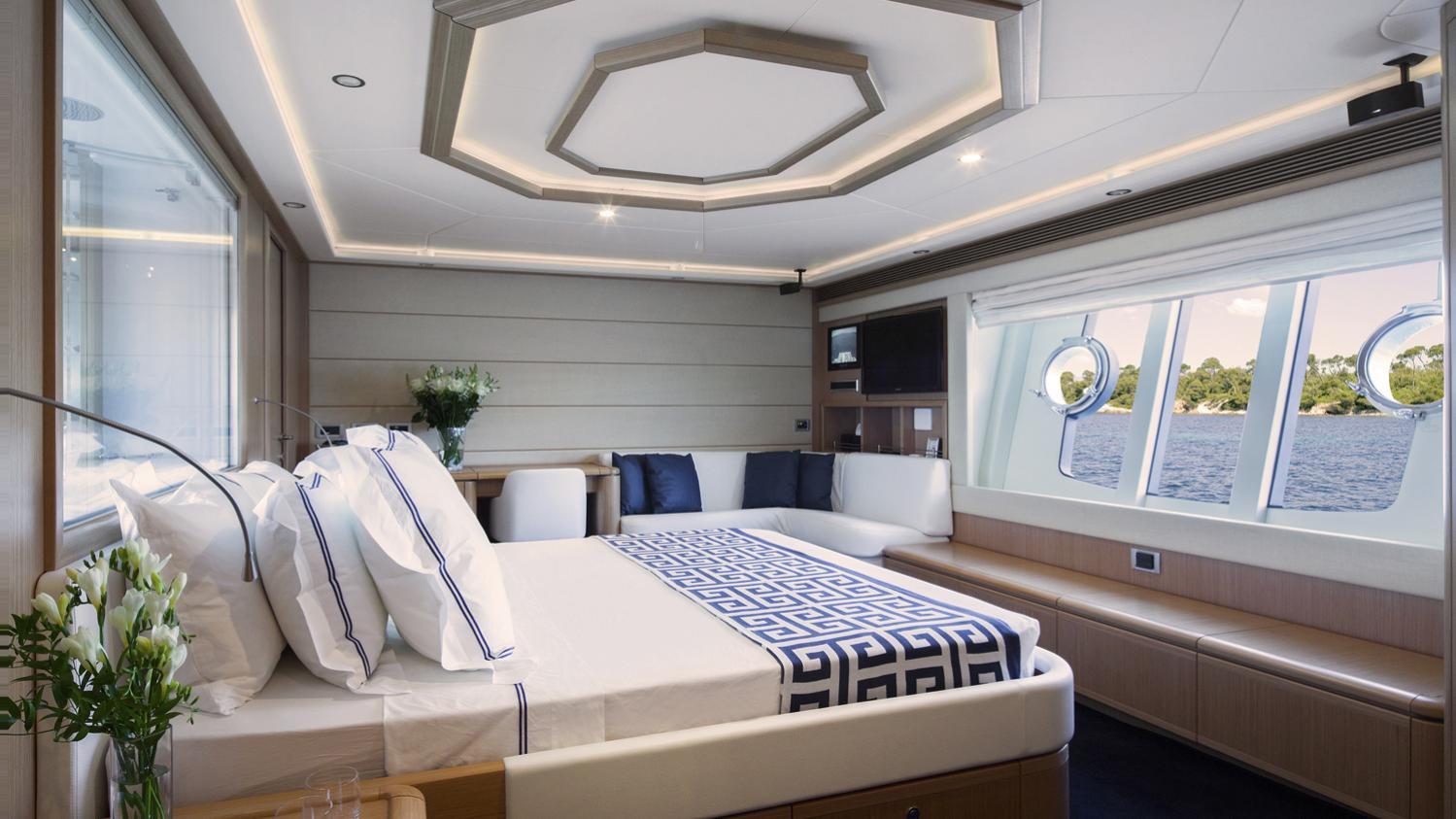 sans-abri-yacht-master-cabin