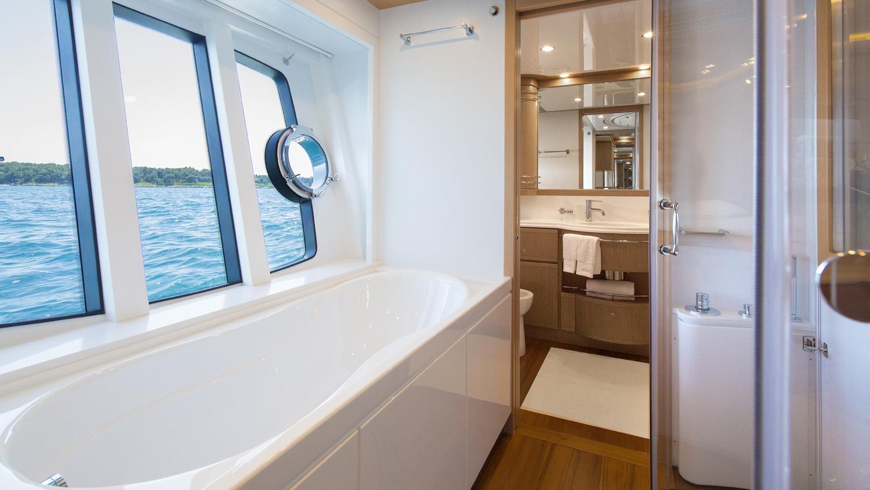 sans-abri-yacht-master-bathroom