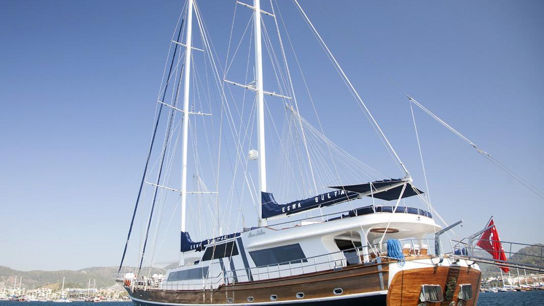 esma-sultan-yacht-stern