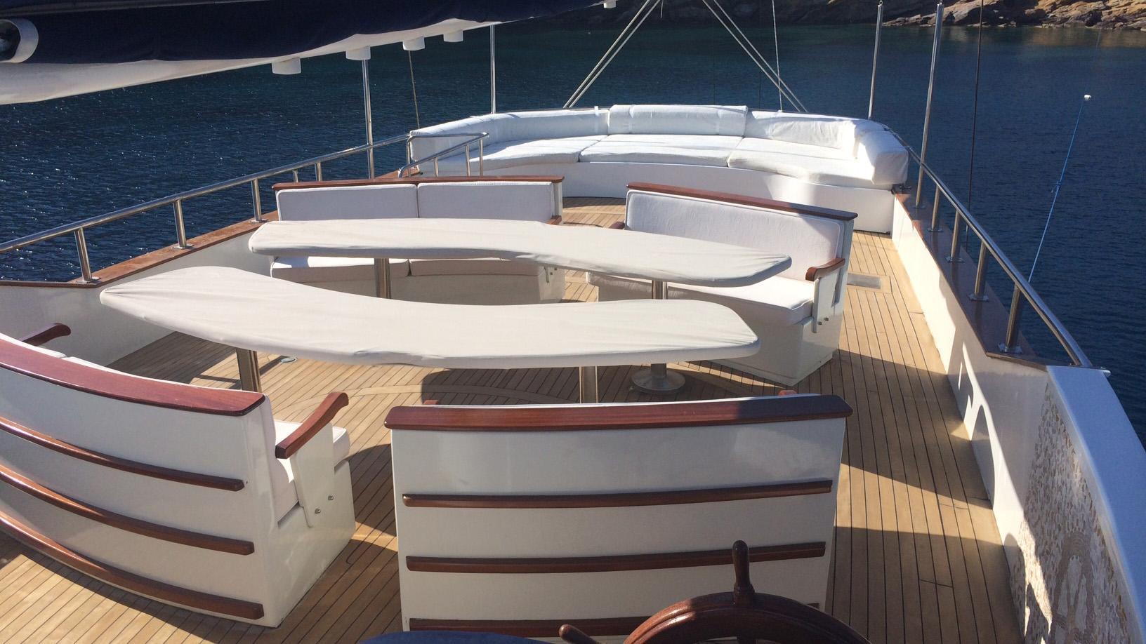 esma-sultan-yacht-exterior-dining