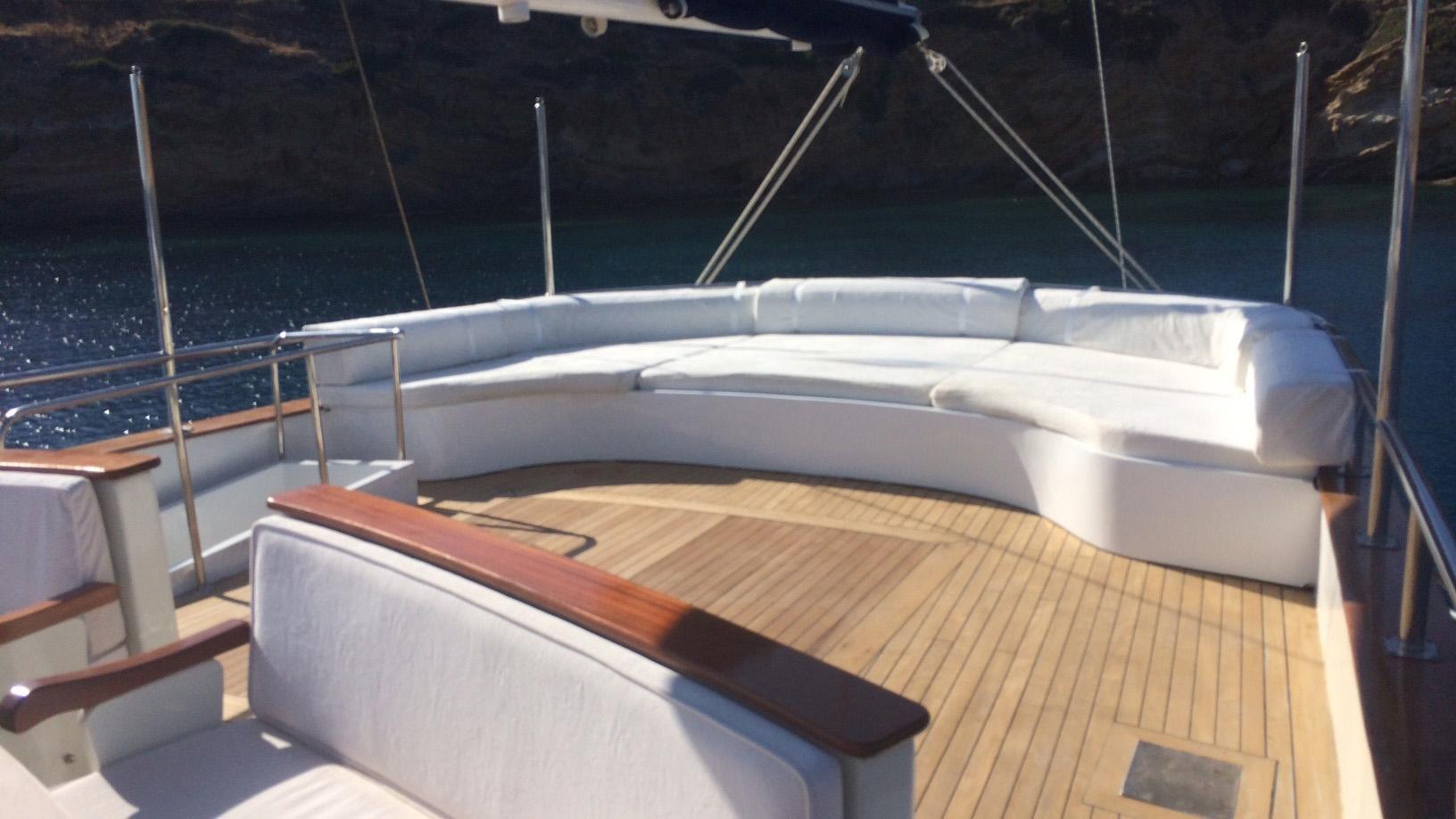 esma-sultan-yacht-sun-lounger