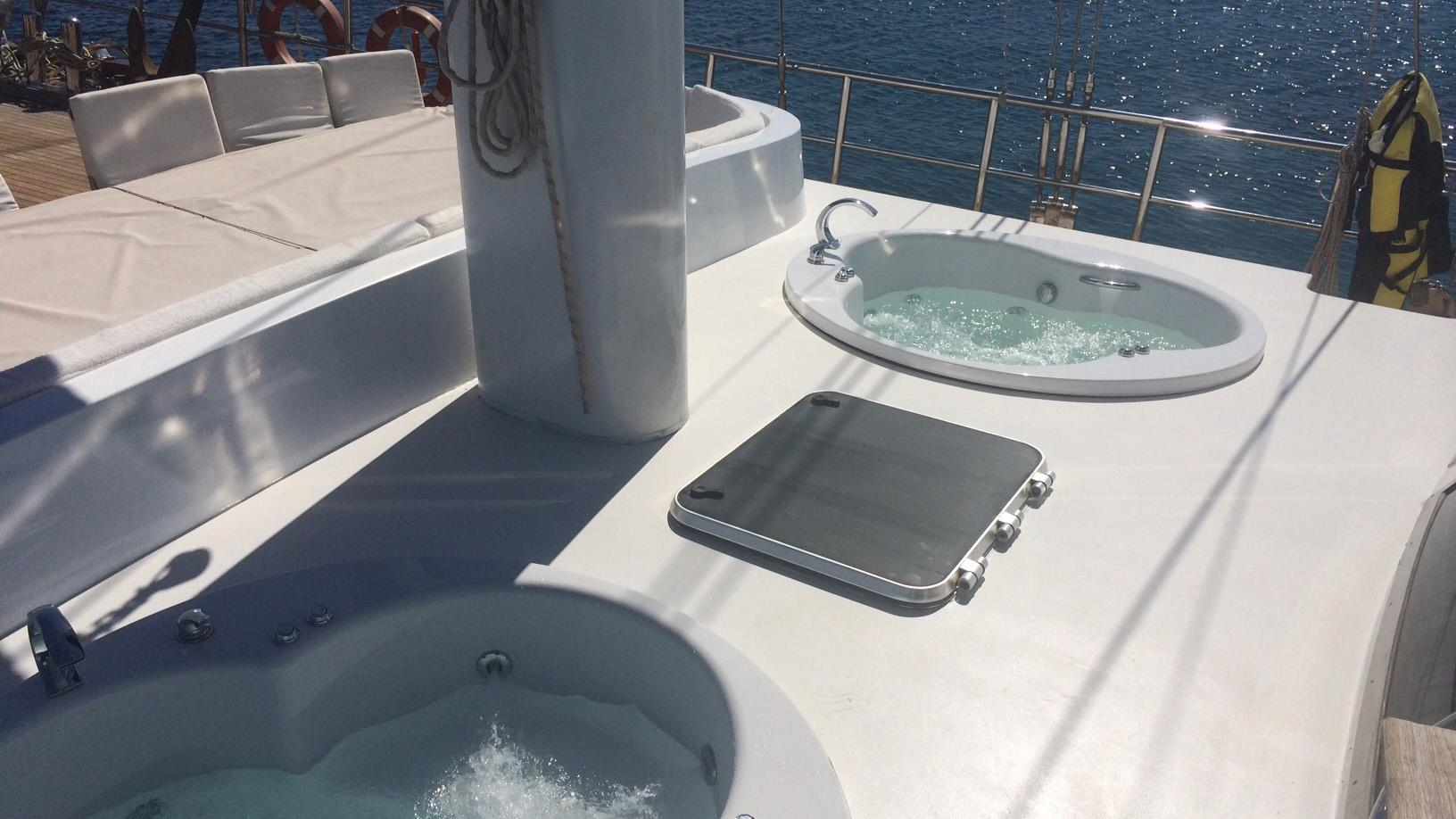 esma-sultan-yacht-jacuzzi