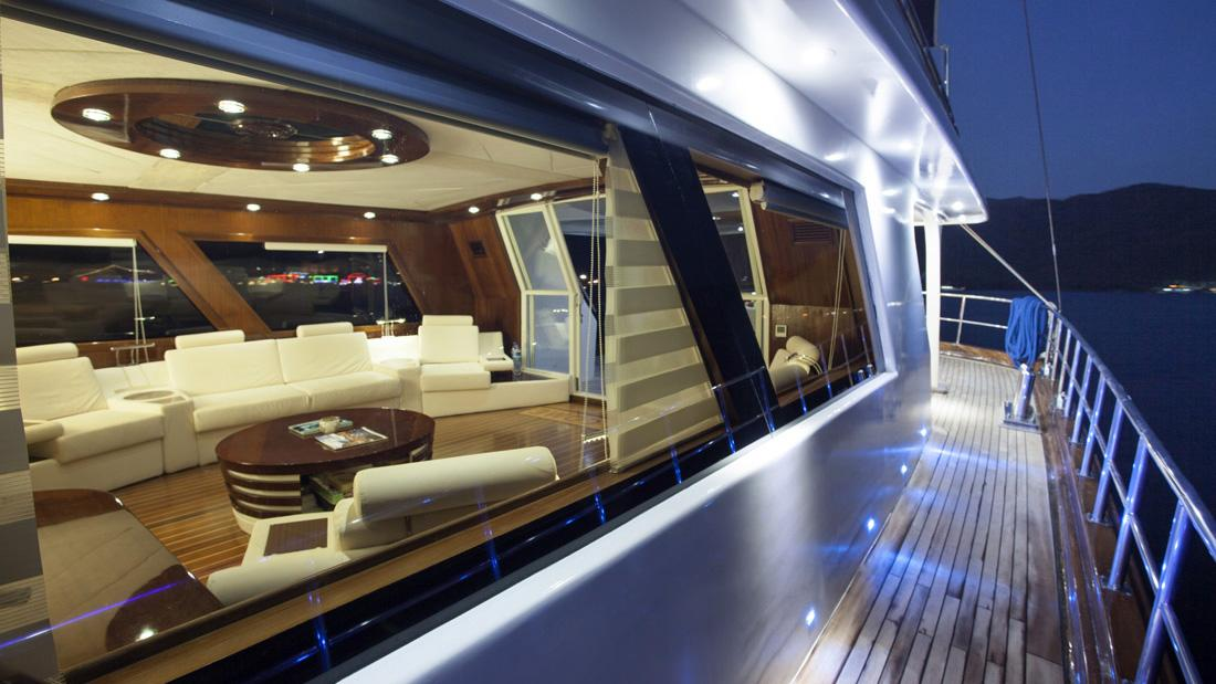 esma-sultan-yacht-side-deck