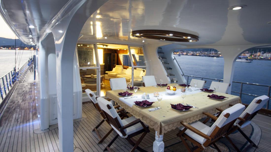 esma-sultan-yacht-aft-dining
