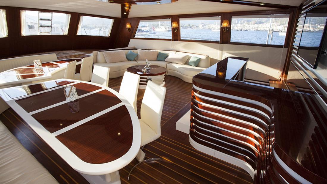 esma-sultan-yacht-dining