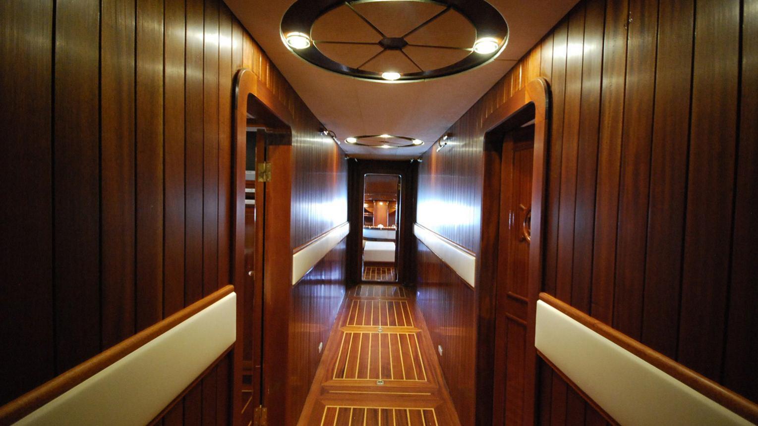 esma-sultan-yacht-hallway