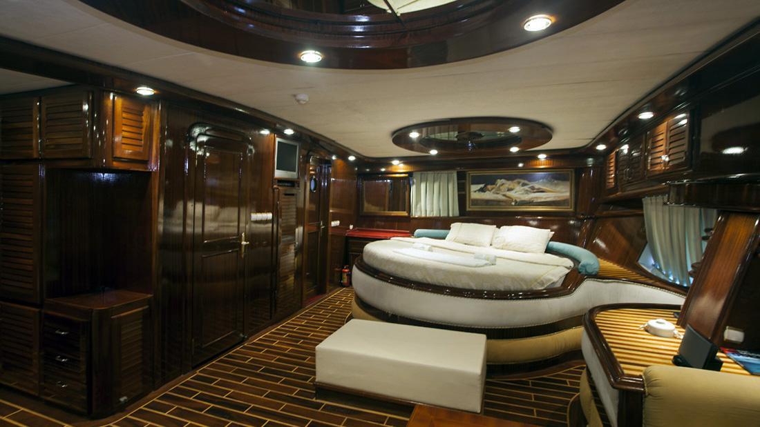esma-sultan-yacht-master-cabin