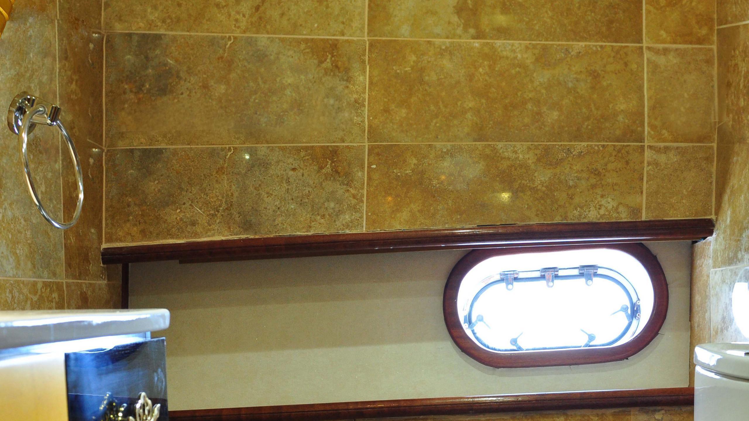 esma-sultan-yacht-bathroom
