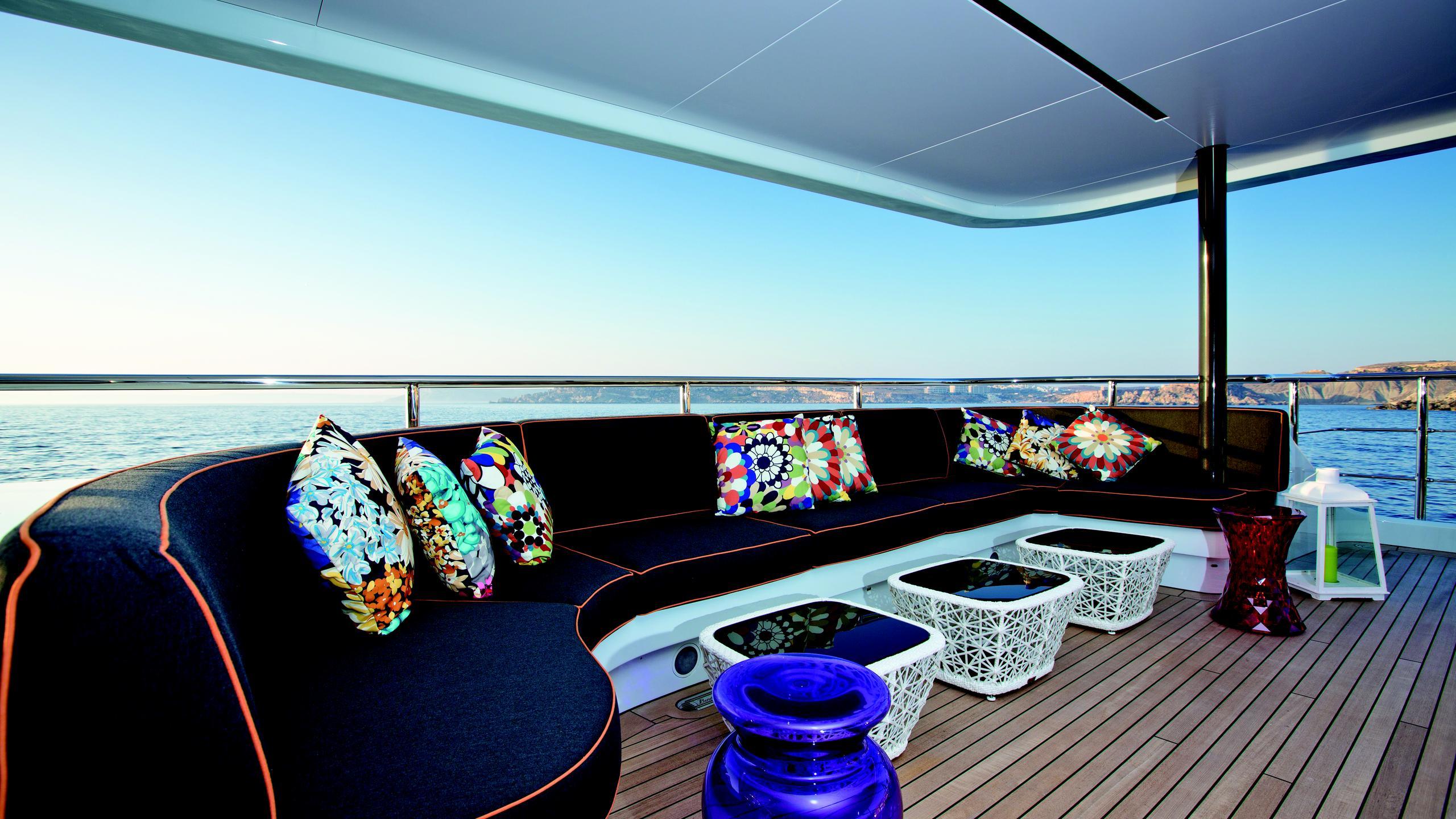 ocean-paradise-yacht-aft-deck