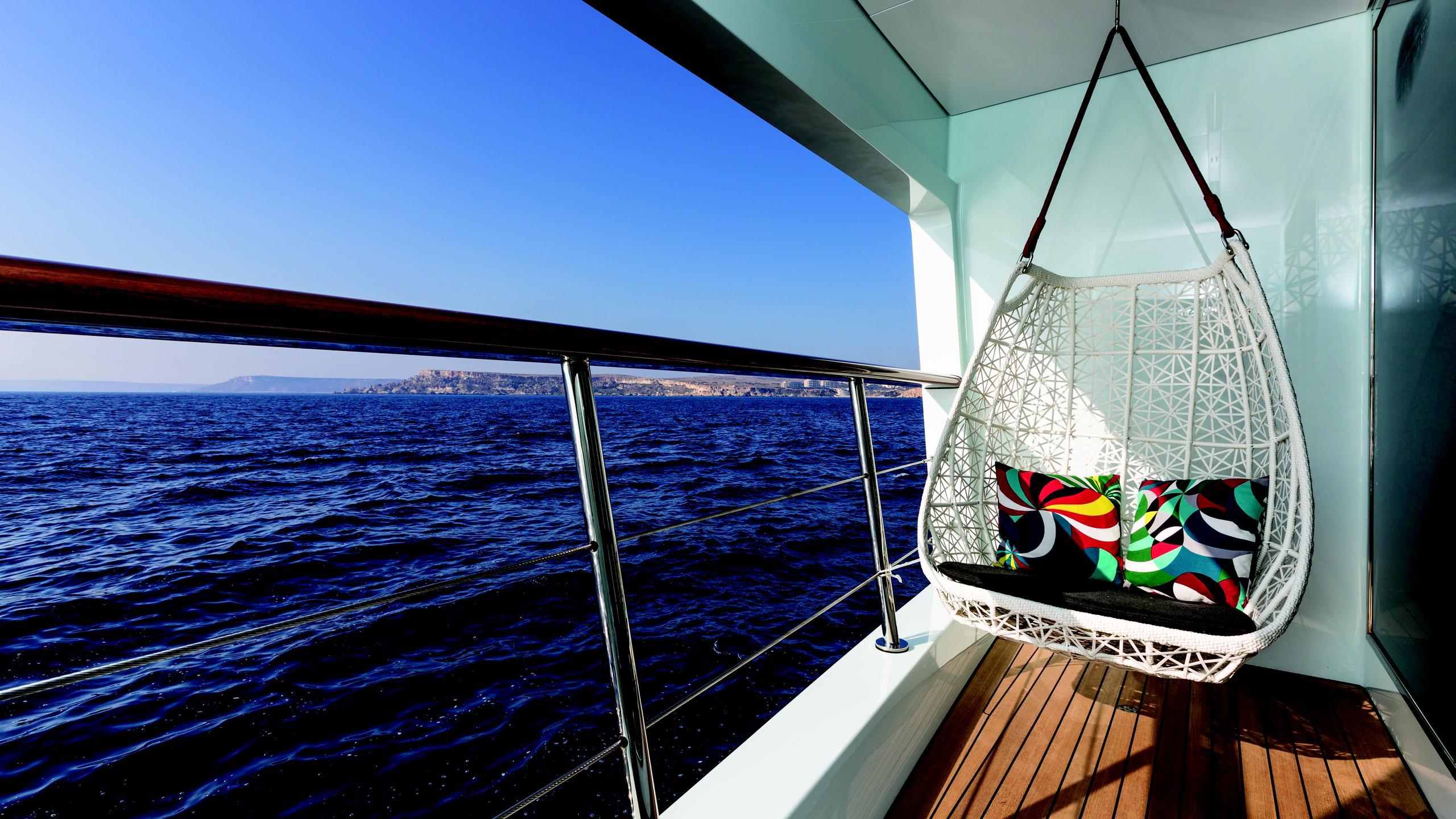 ocean-paradise-yacht-sidedeck