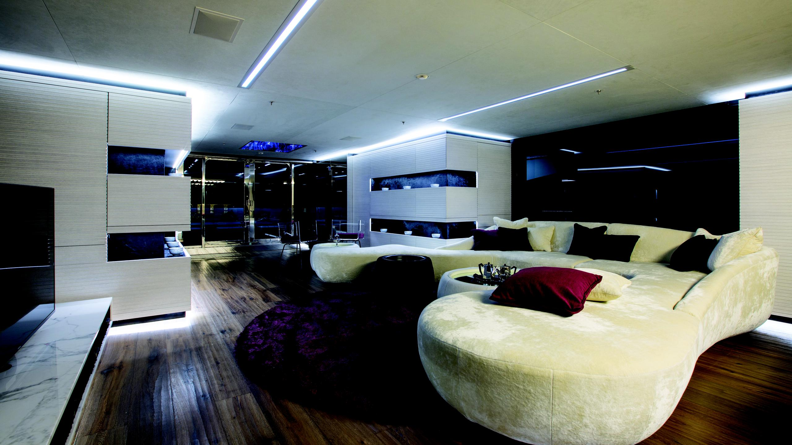 ocean-paradise-yacht-saloon