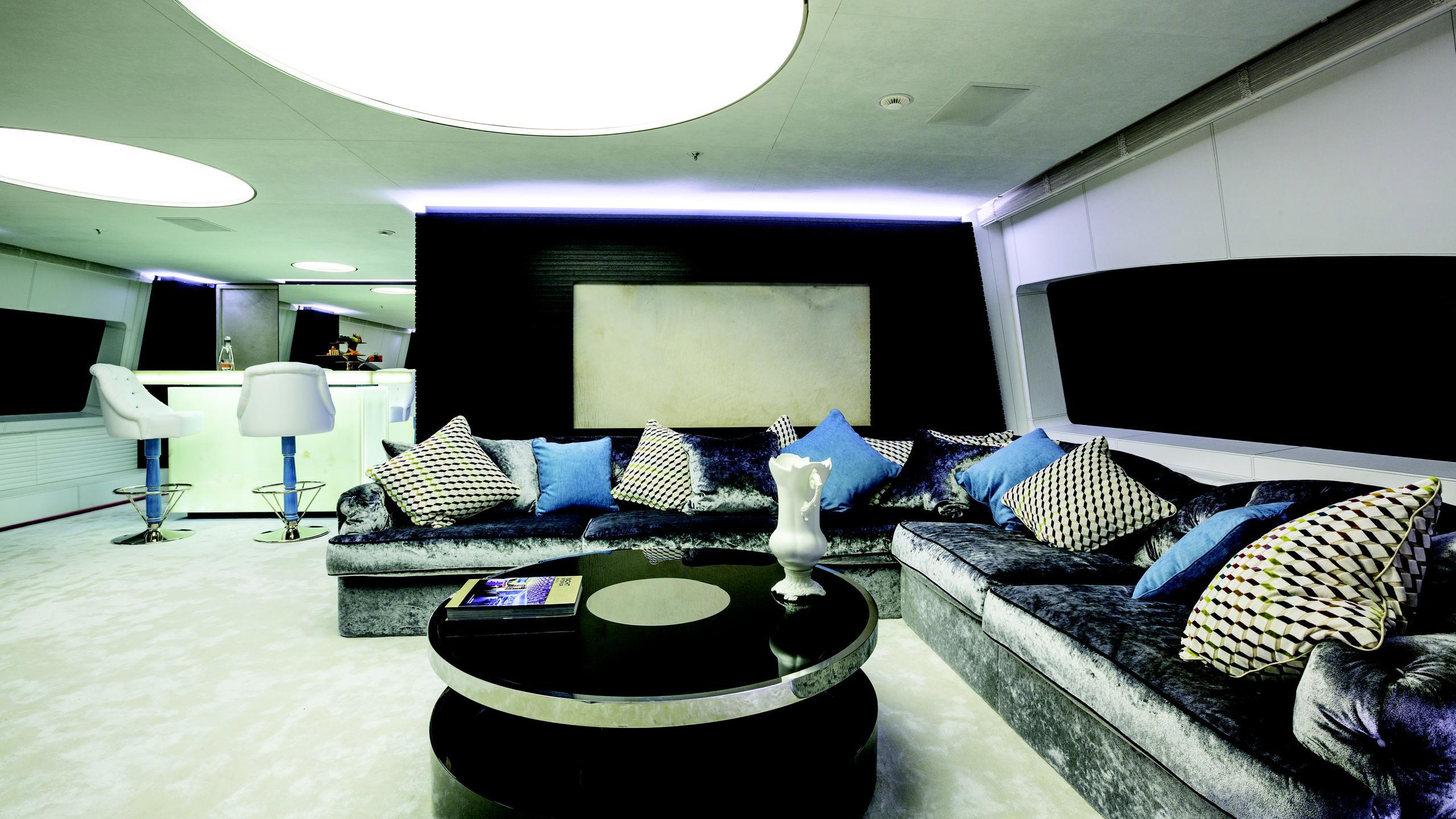 ocean-paradise-yacht-lounge