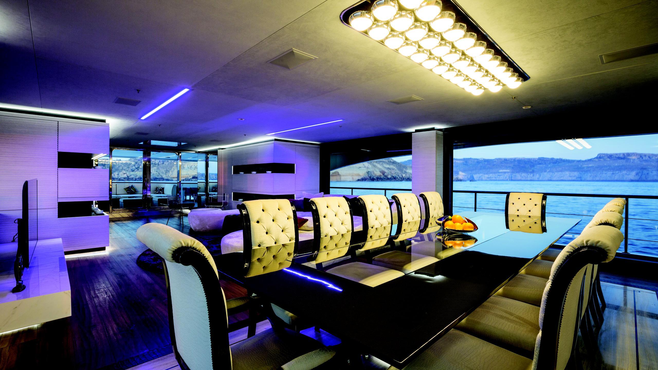 ocean-paradise-yacht-dining