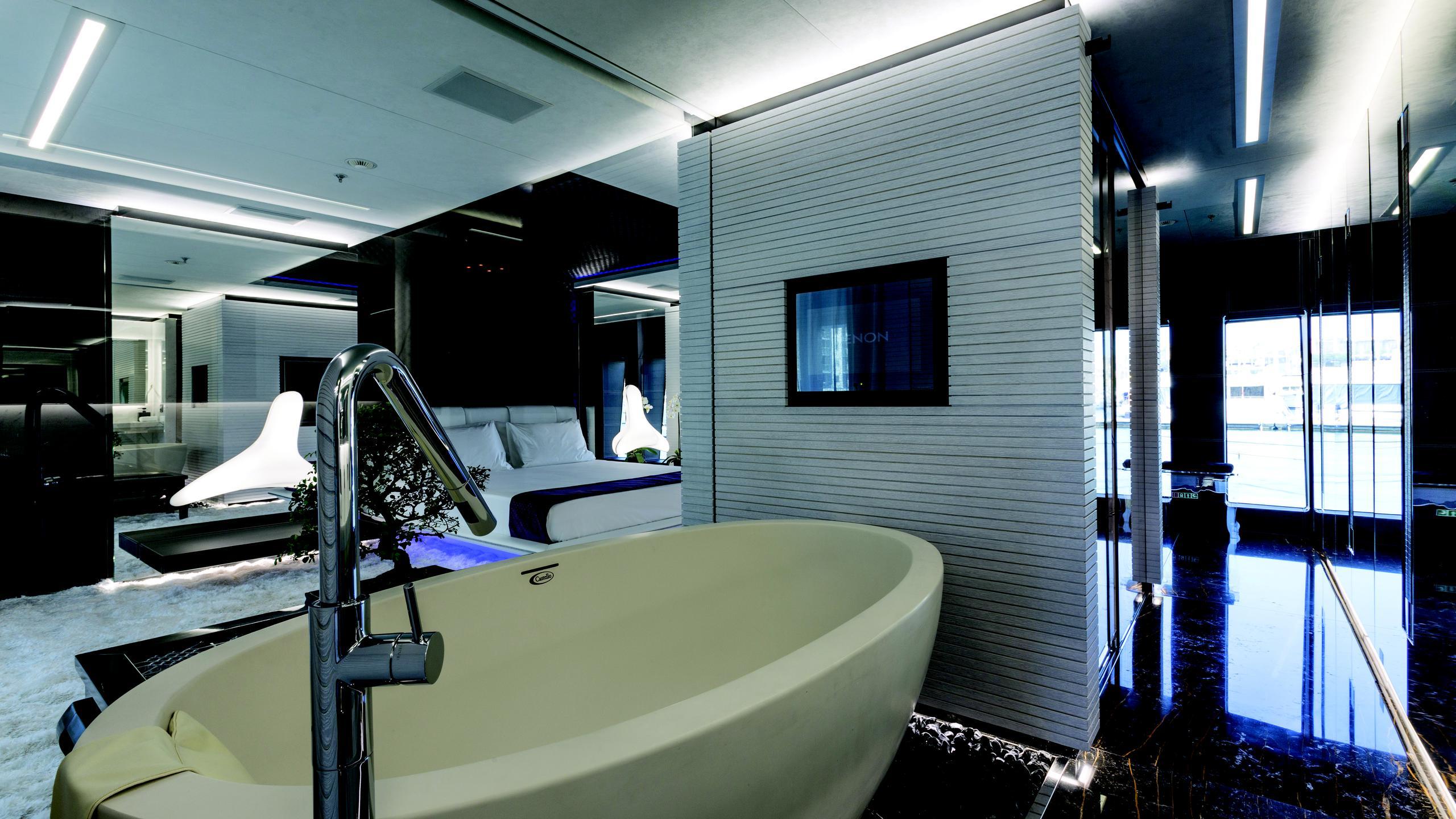 ocean-paradise-yacht-bathroom