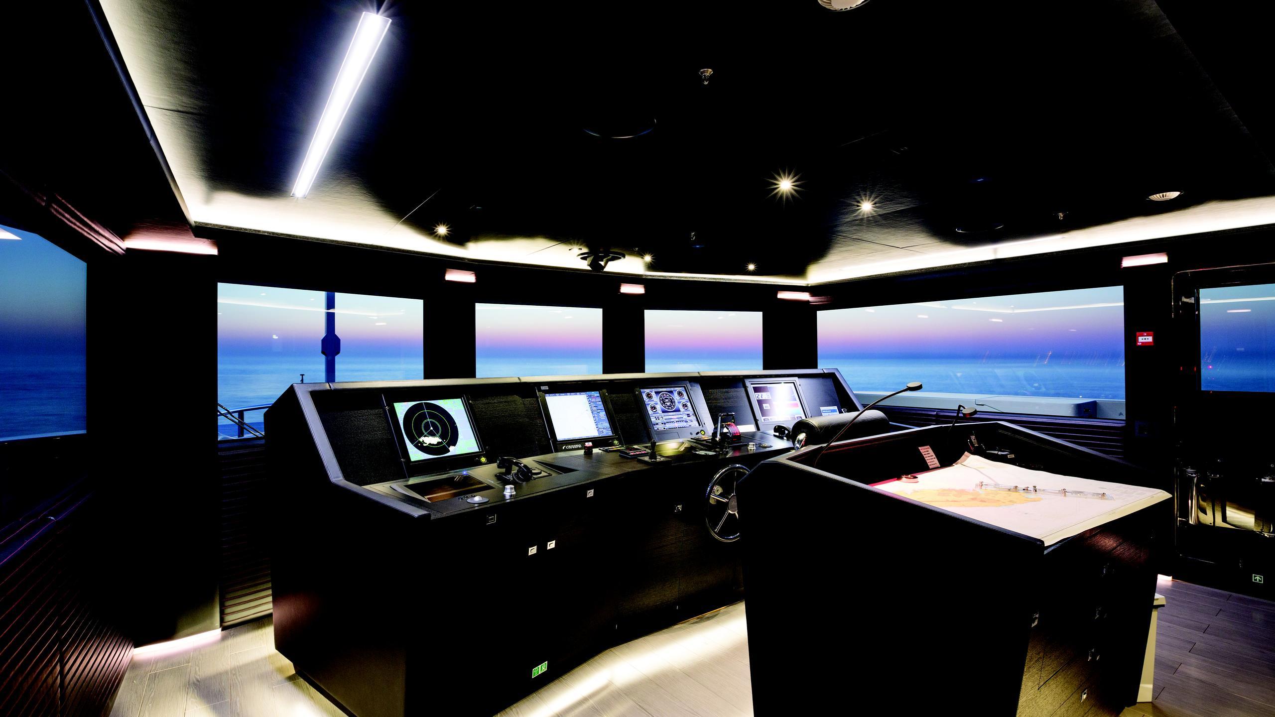 ocean-paradise-yacht-helm