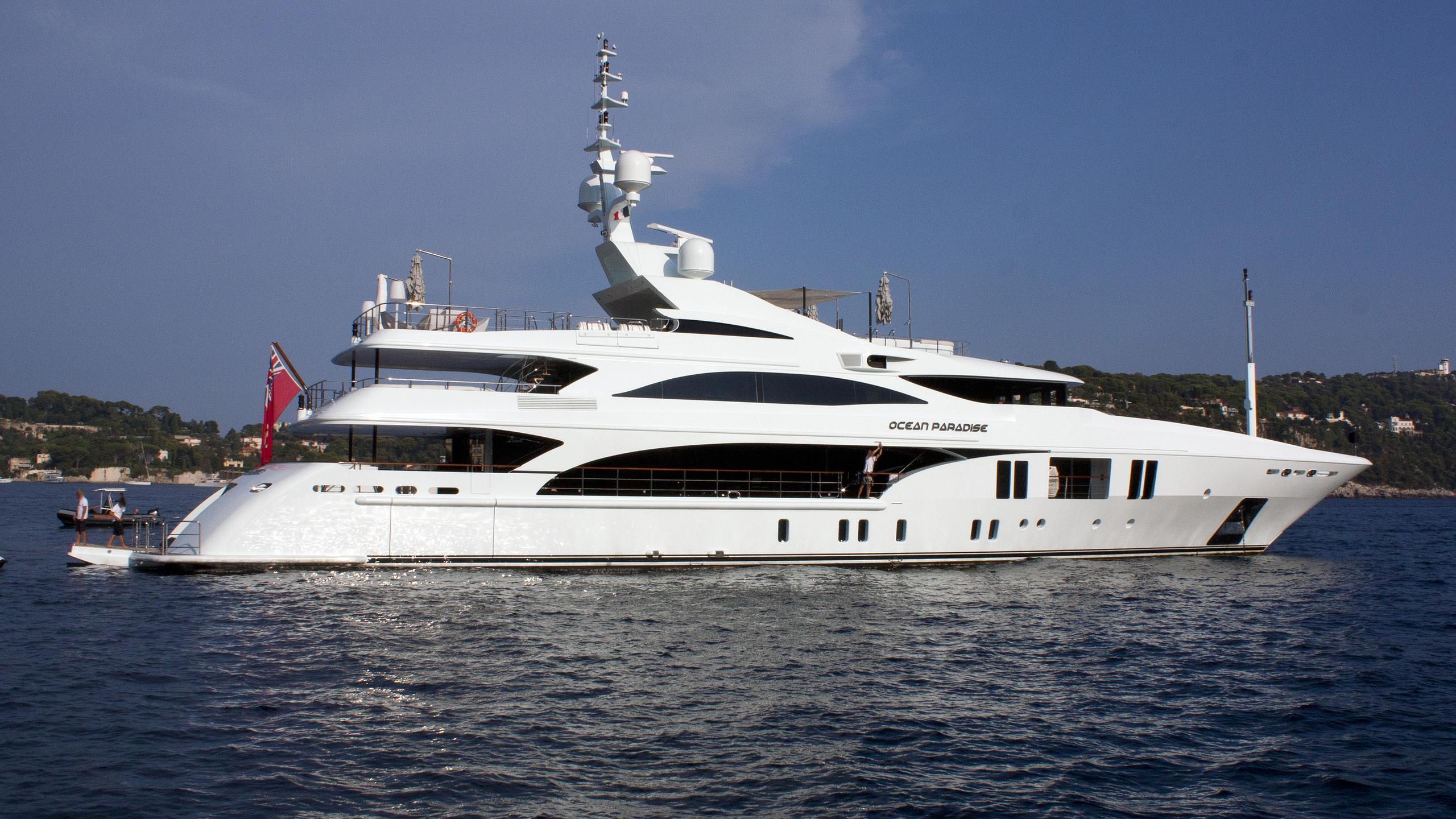 ocean-paradise-yacht-exterior