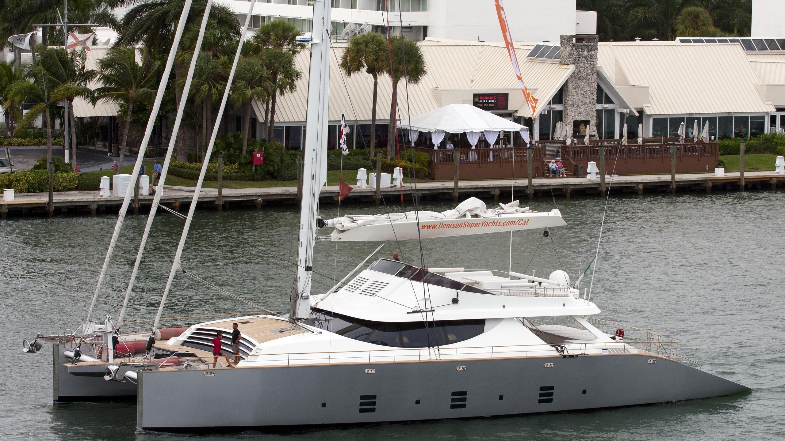 la-sella-del-diavolo-yacht-exterior