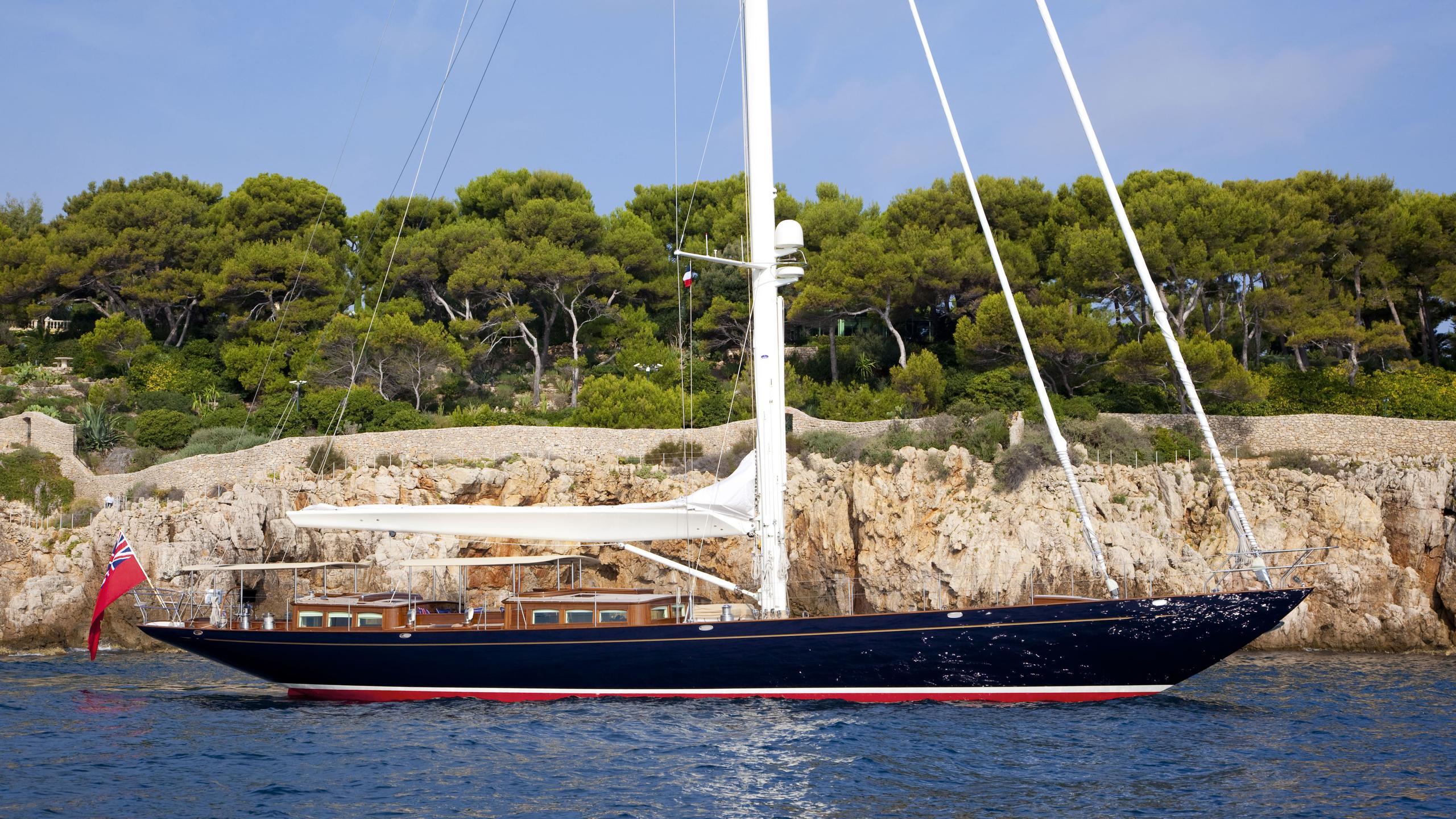 atalante-yacht-at-anchor