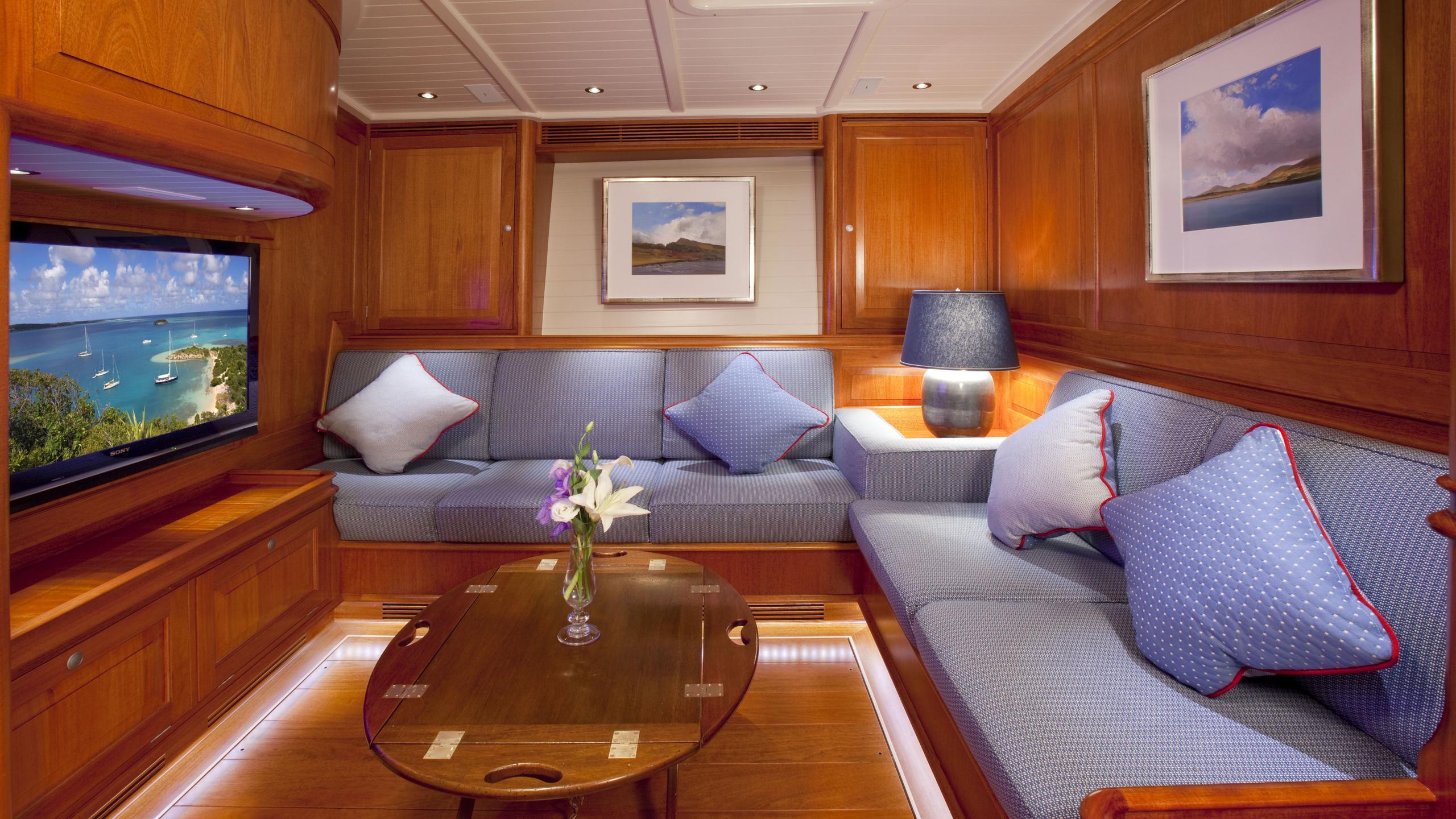 atalante-yacht-saloon