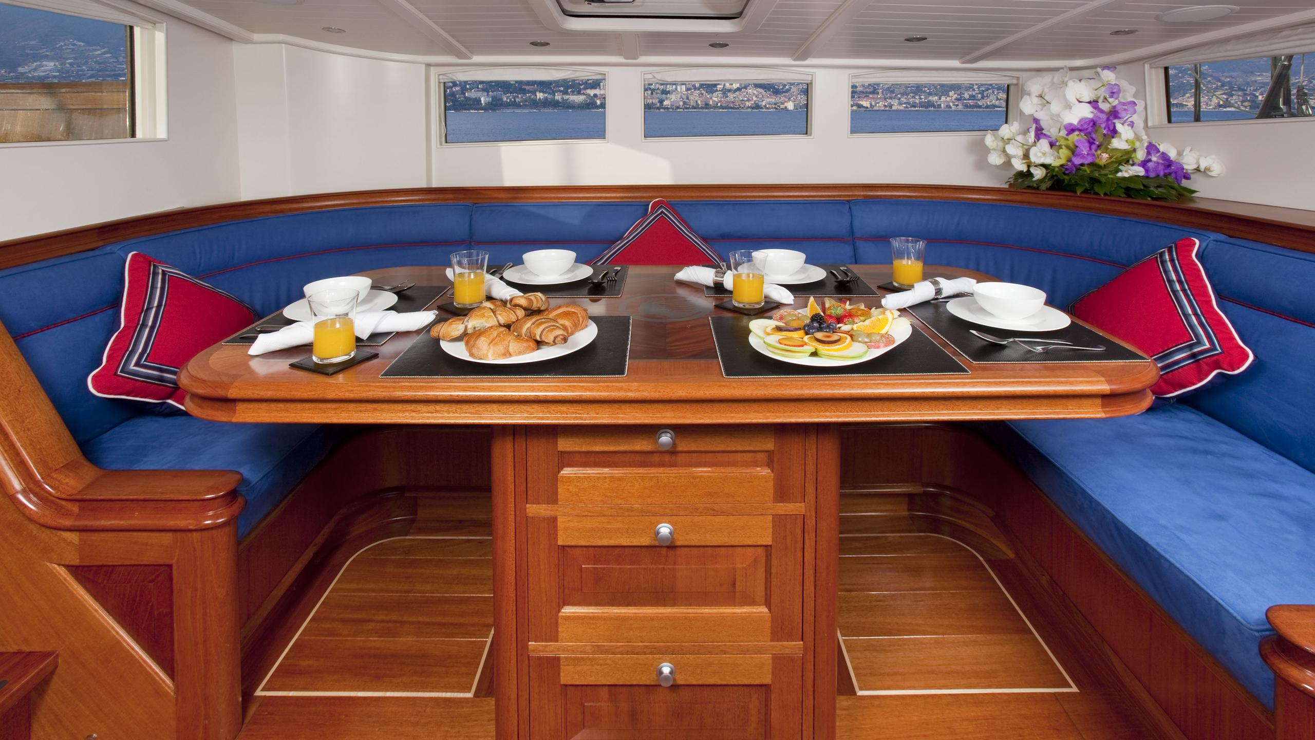 atalante-yacht-formal-dining