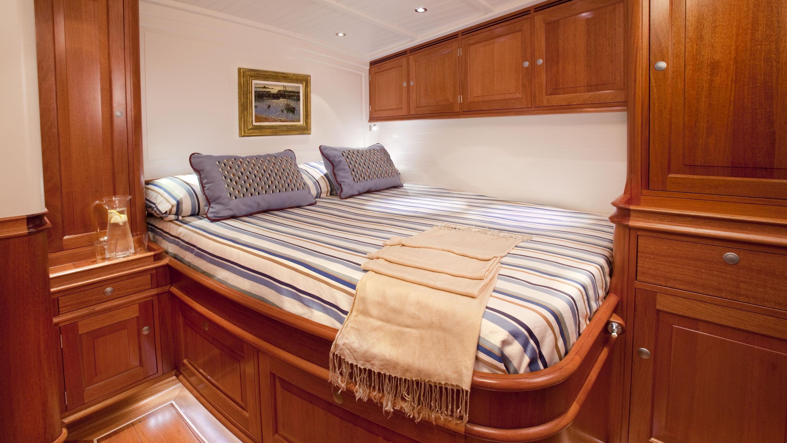 atalante-yacht-vip-cabin