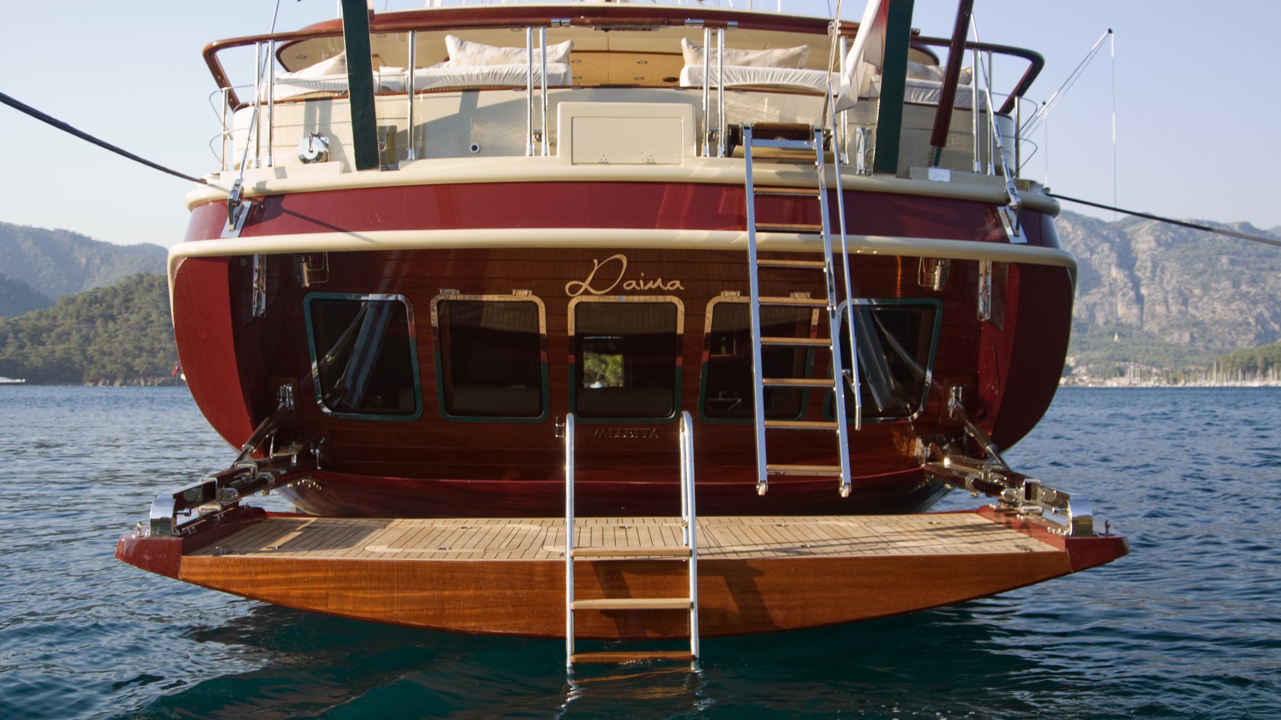 daima-yacht-stern