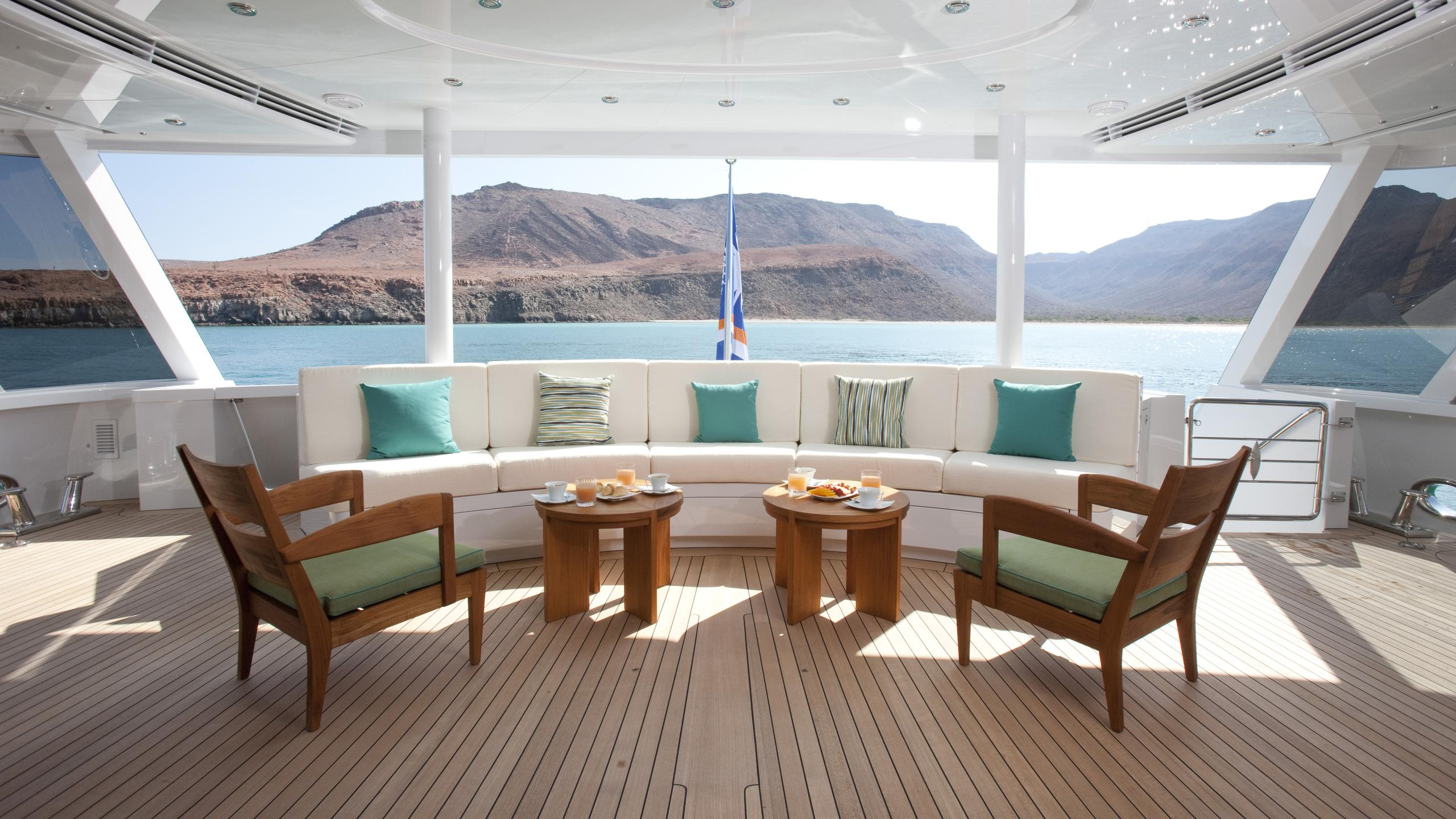 arianna-yacht-aft-seating