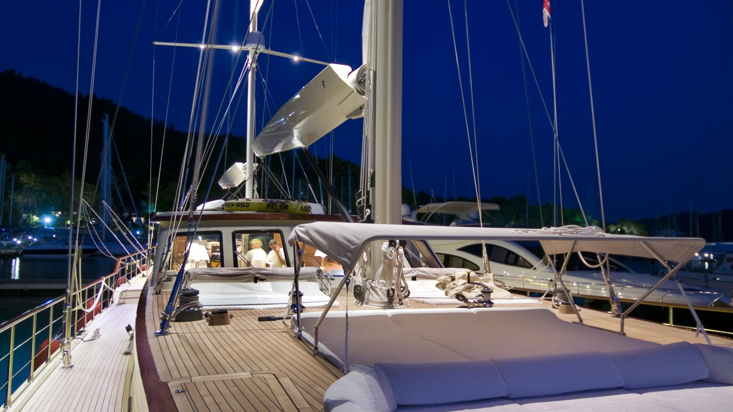 daima-yacht-deck