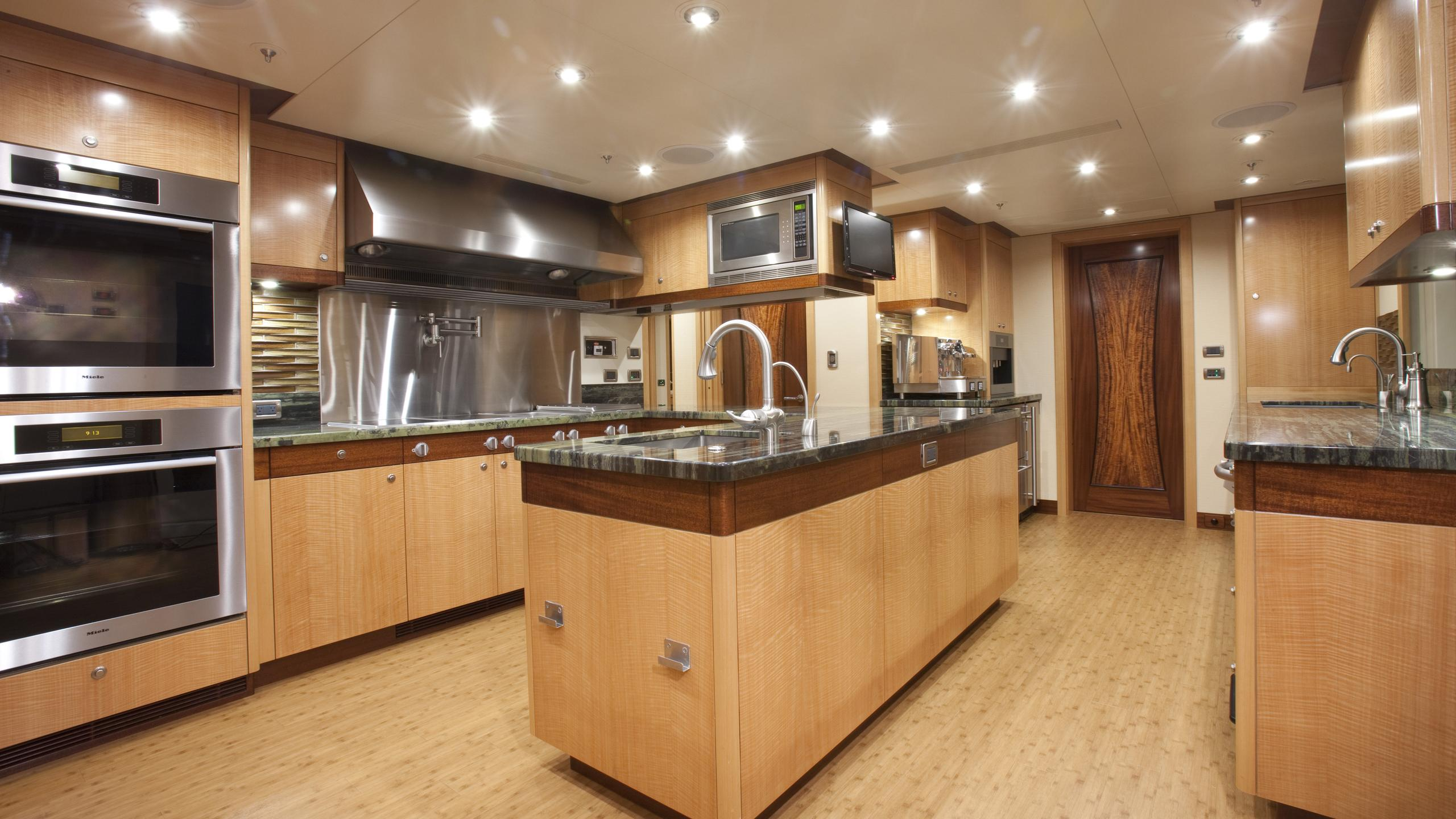 arianna-yacht-galley