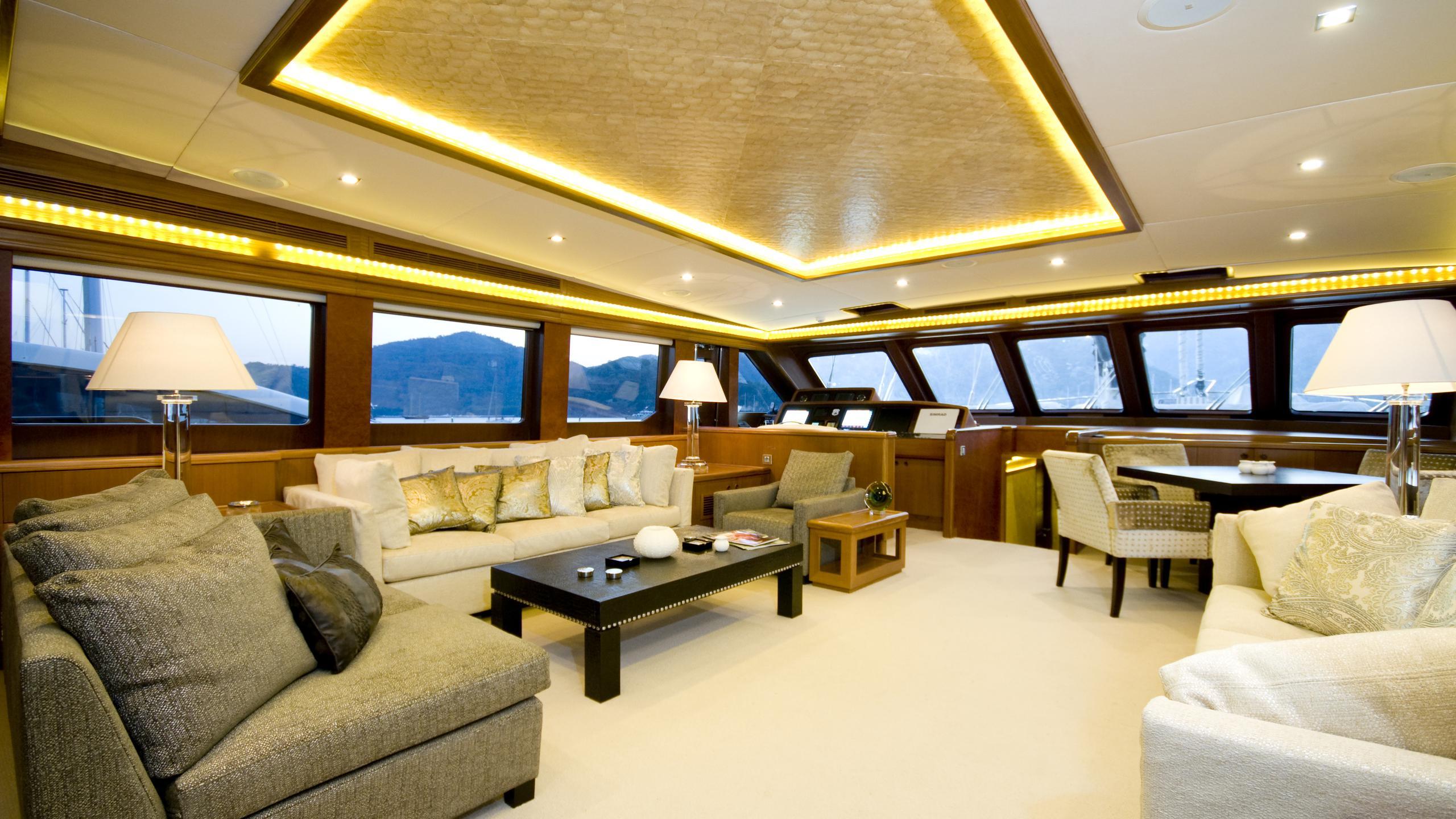 daima-yacht-saloon