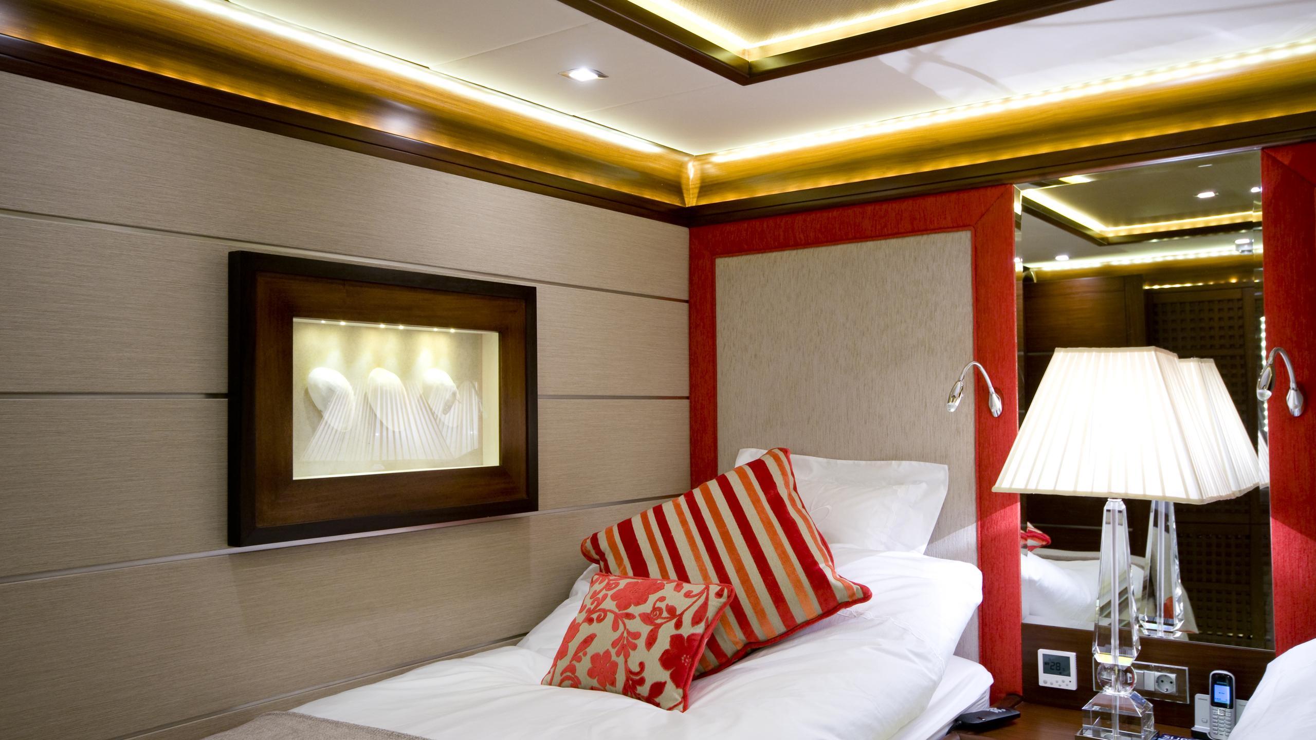 daima-yacht-twin-cabin