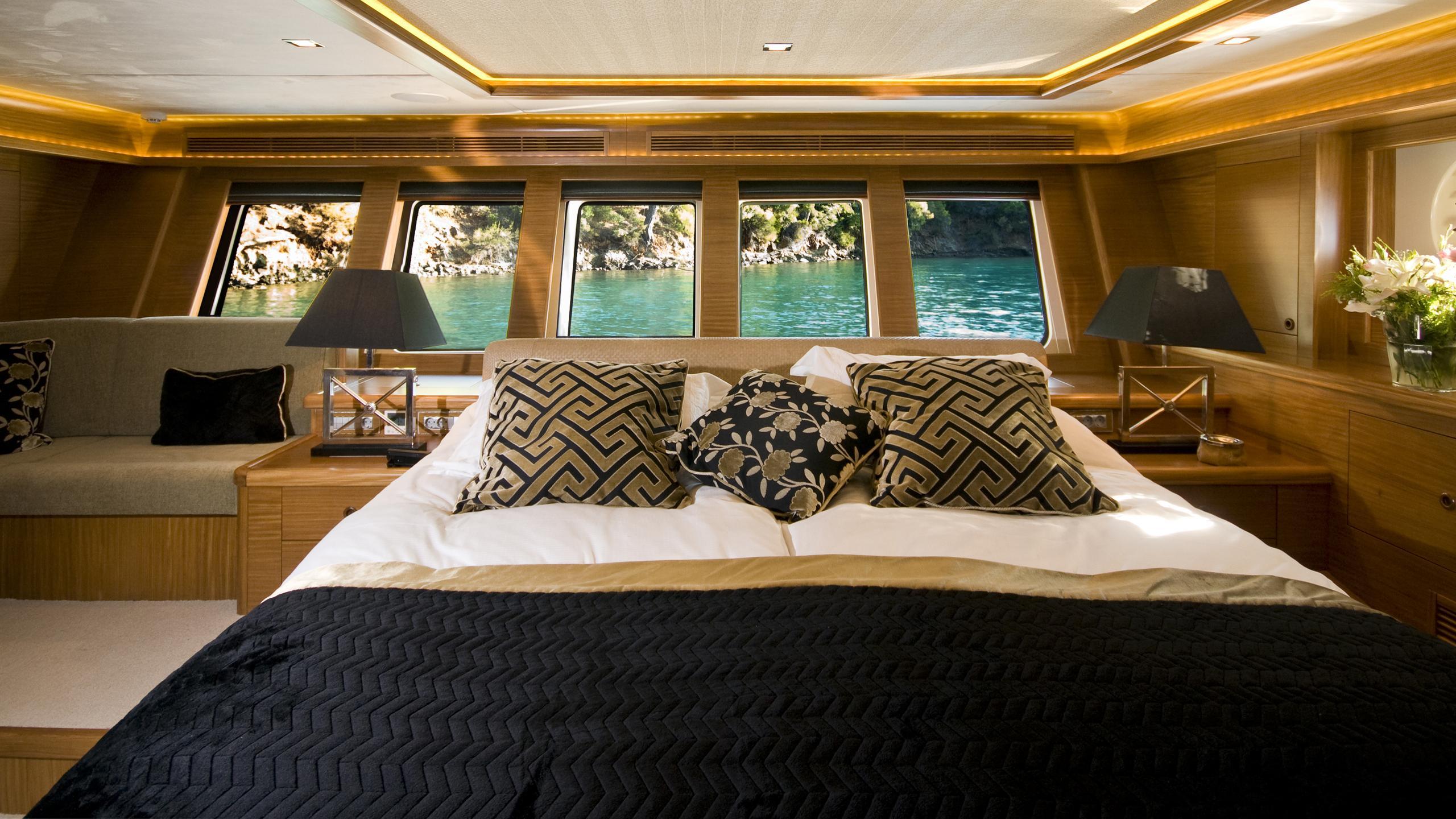 daima-yacht-master-cabin