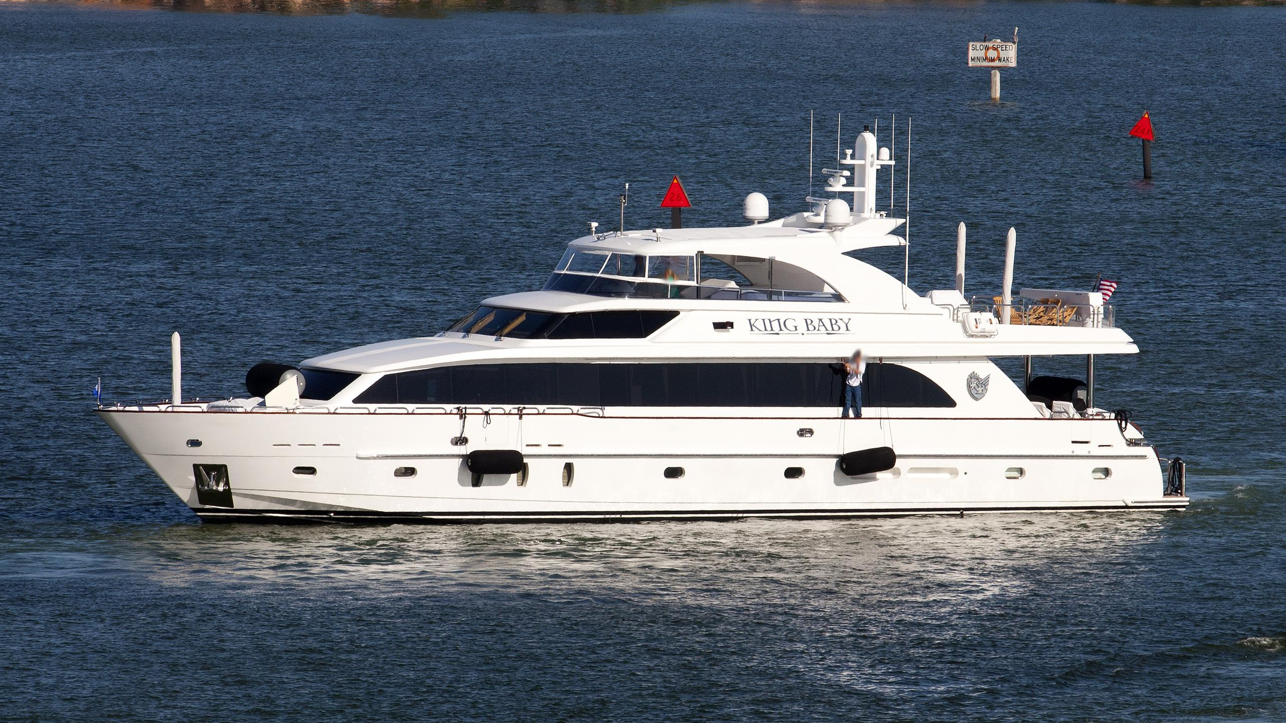 la-dolce-vita-yacht-exterior