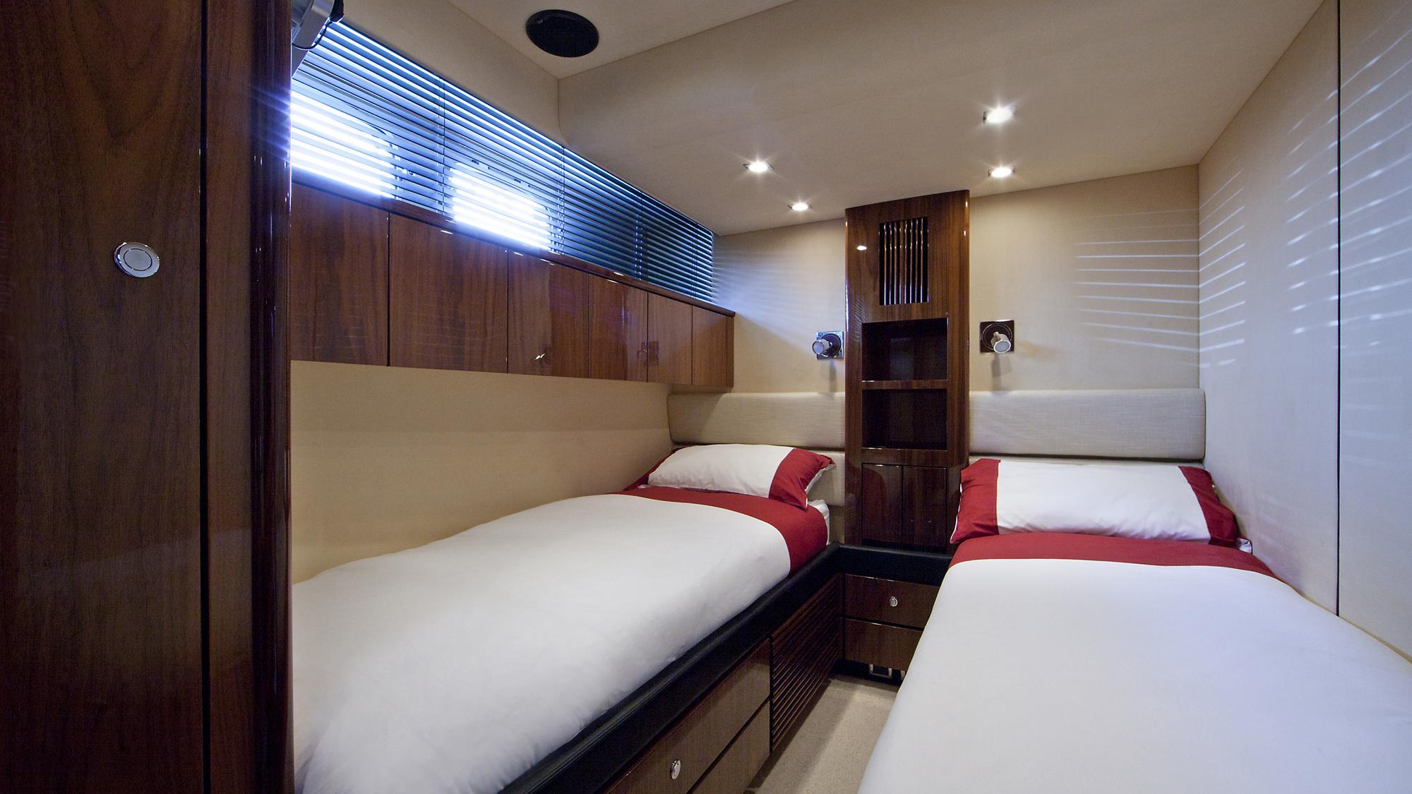 D5-yacht-twin-cabin