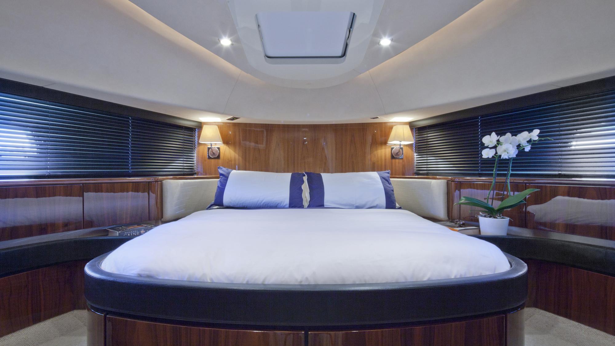 D5-yacht-vip-cabin