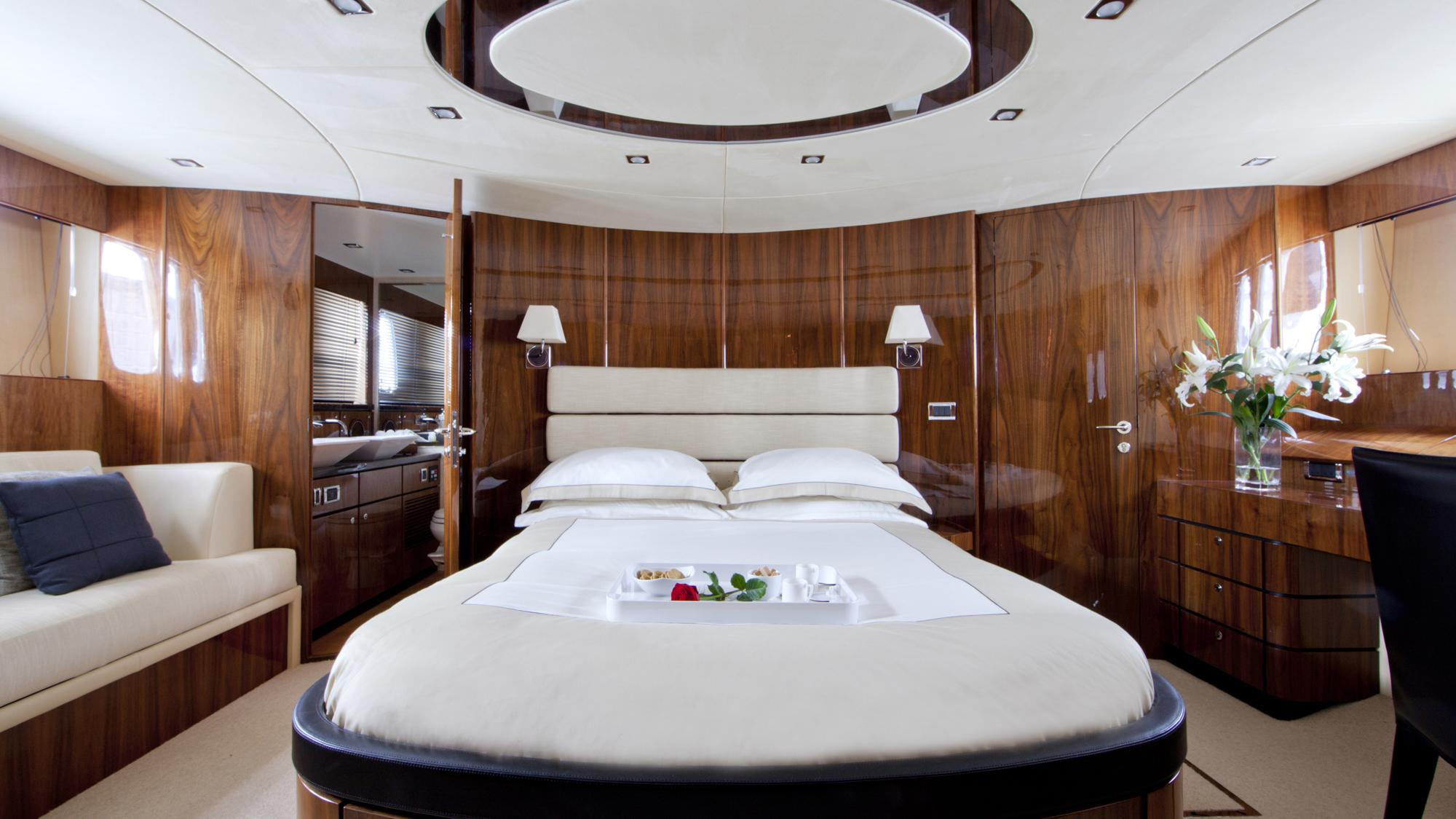D5-yacht-master-cabin