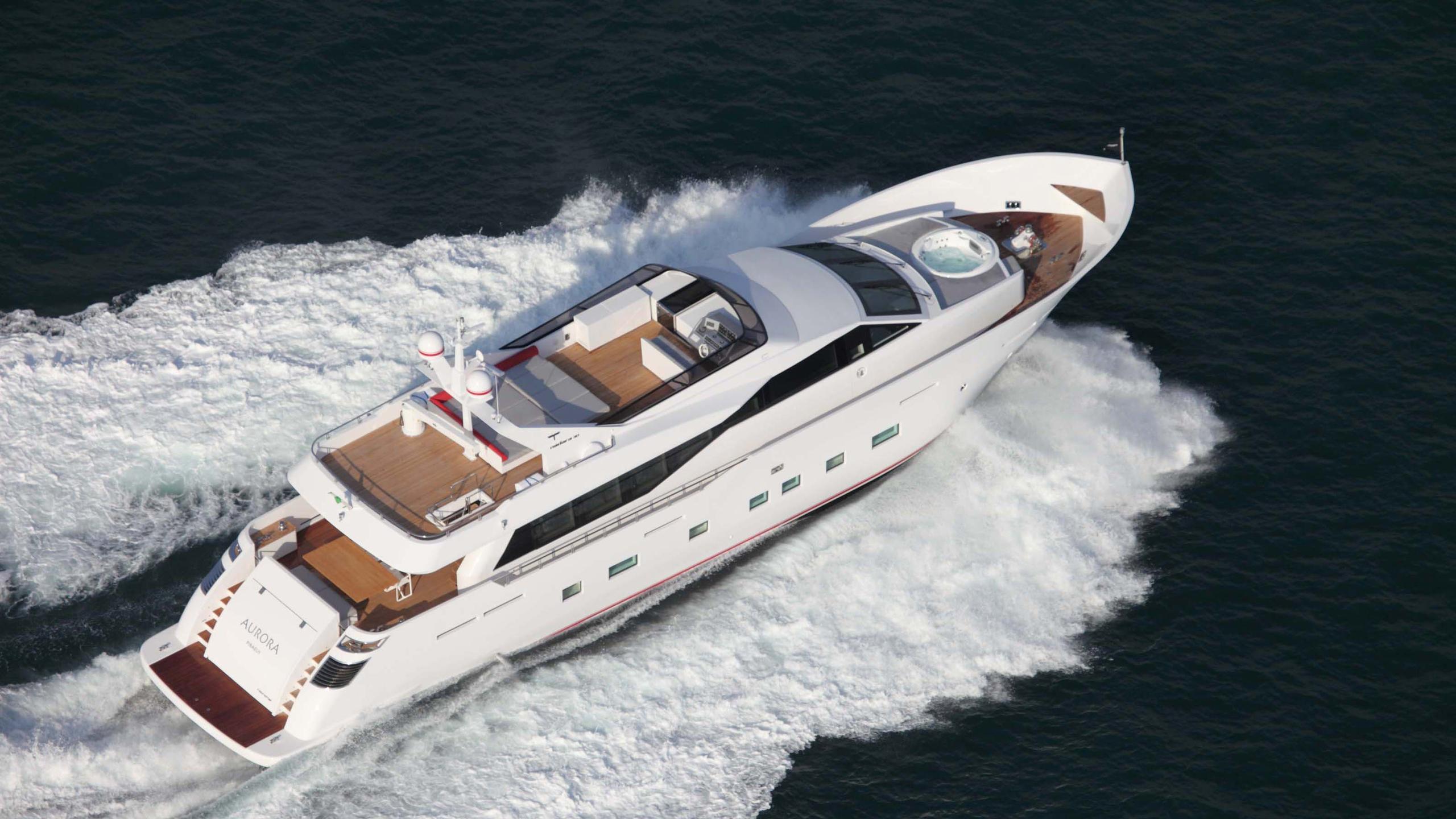 aurora-yacht-at-sea