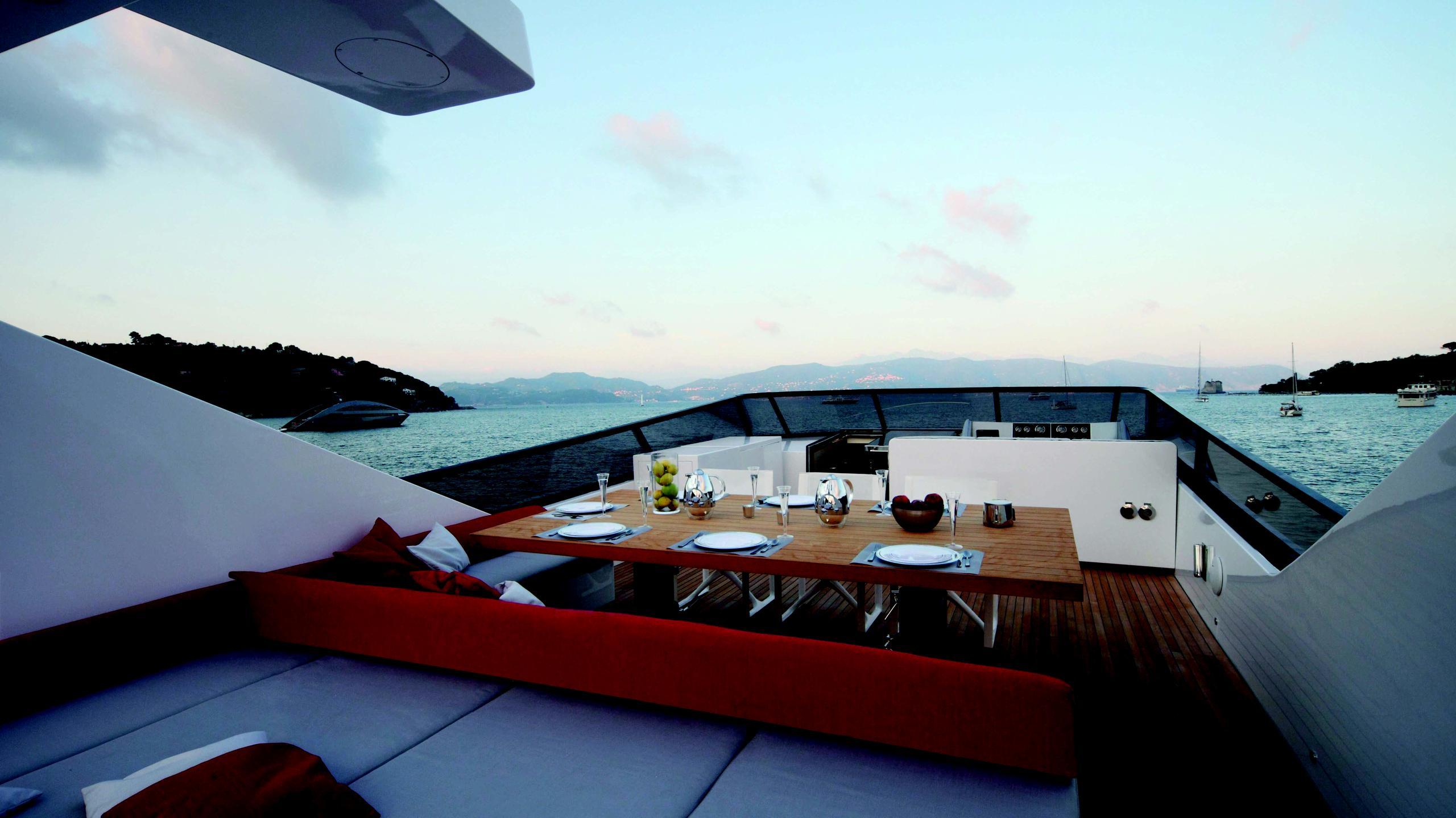 aurora-yacht-sun-deck