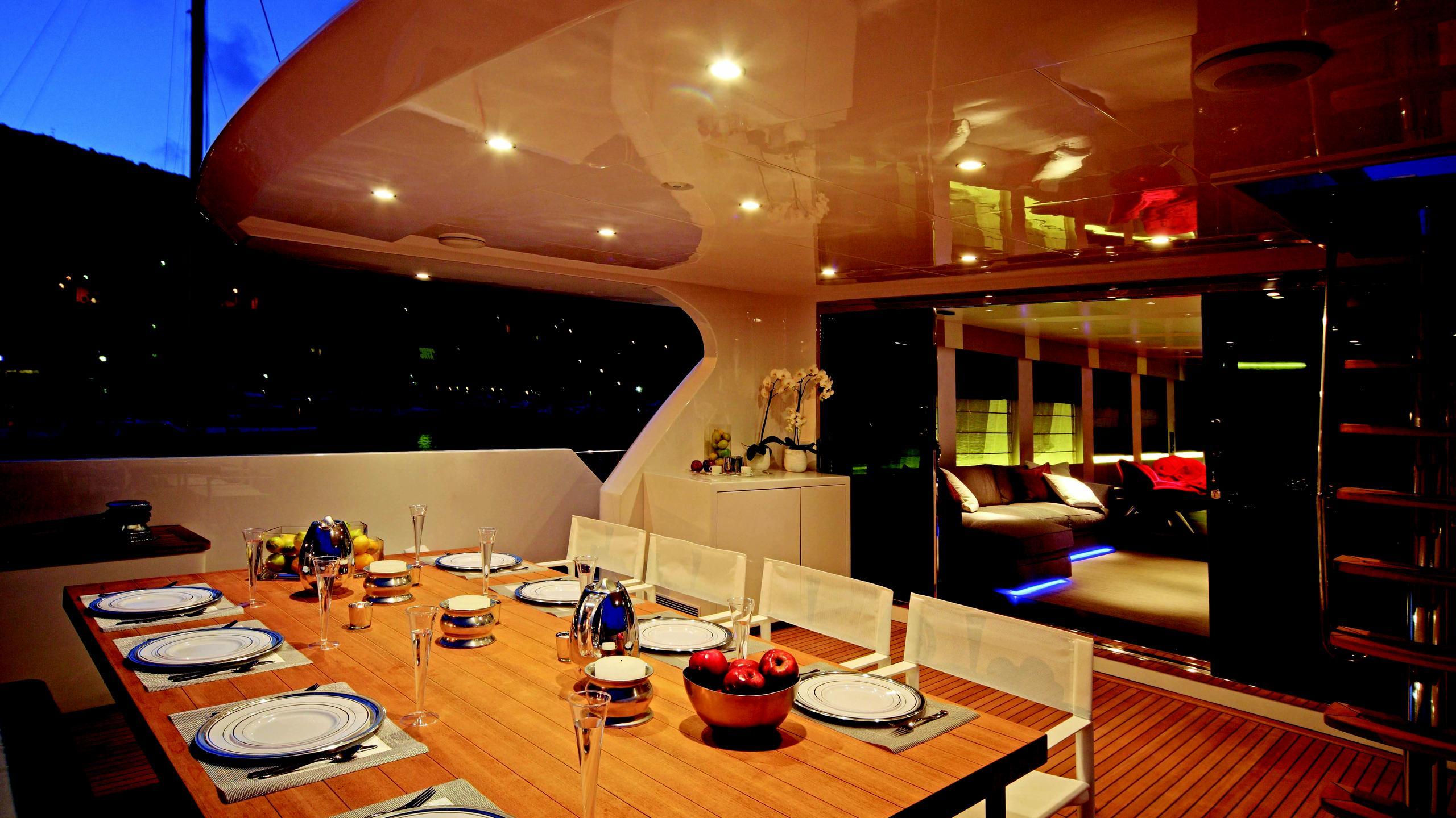 aurora-yacht-aft-dining