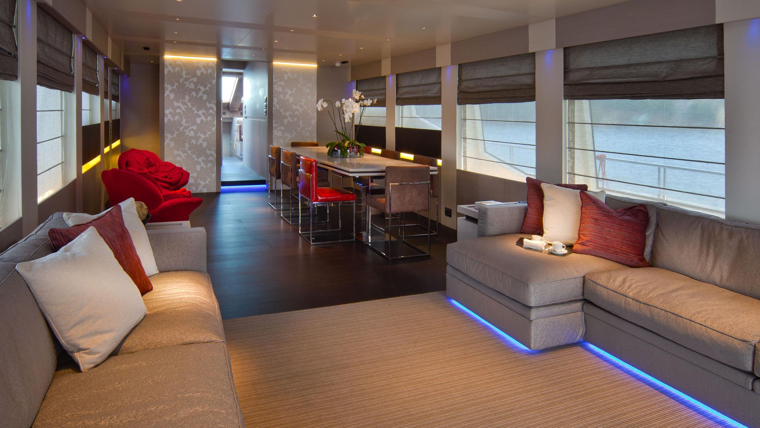 aurora-yacht-saloon