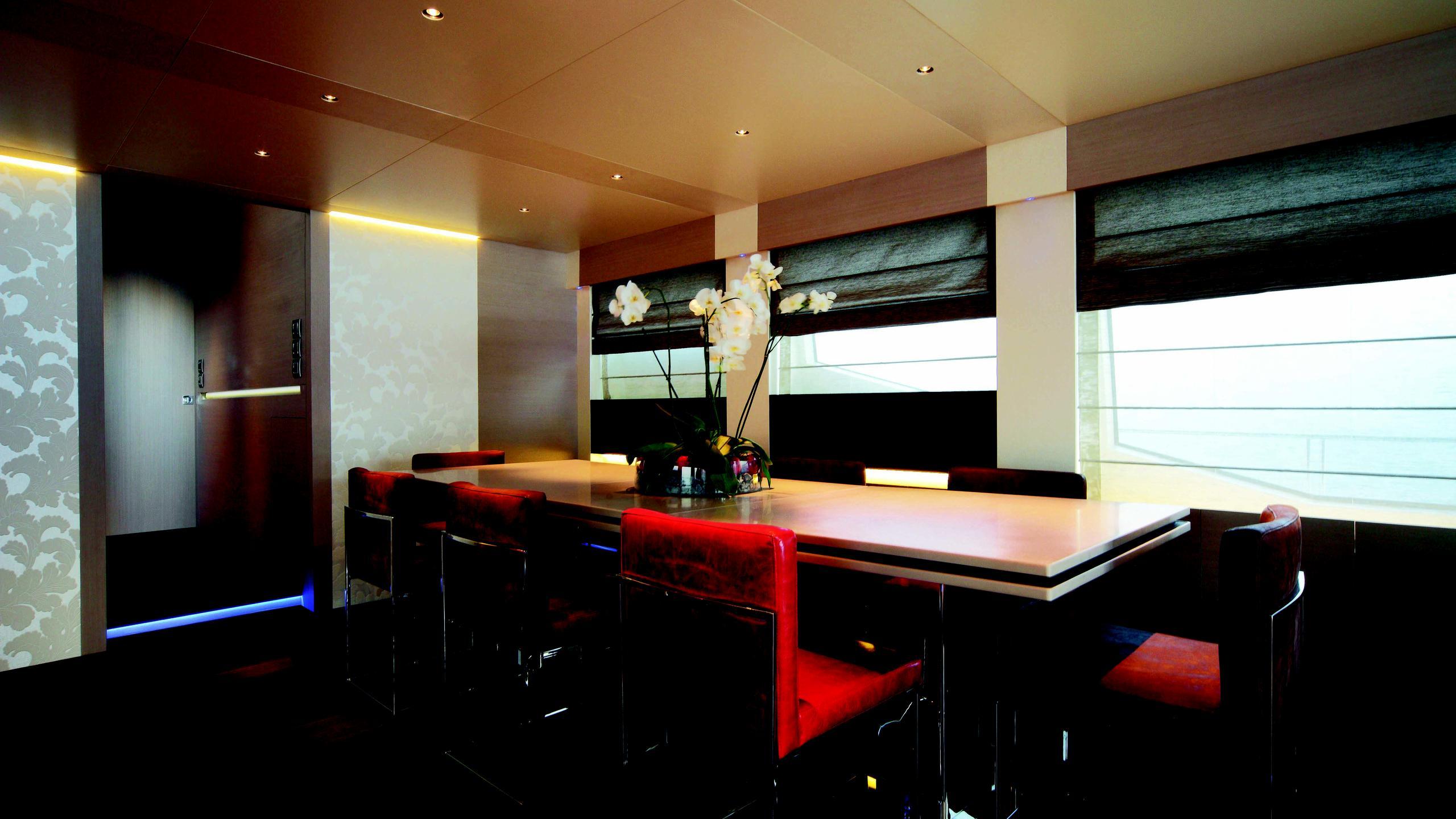 aurora-yacht-formal-dining