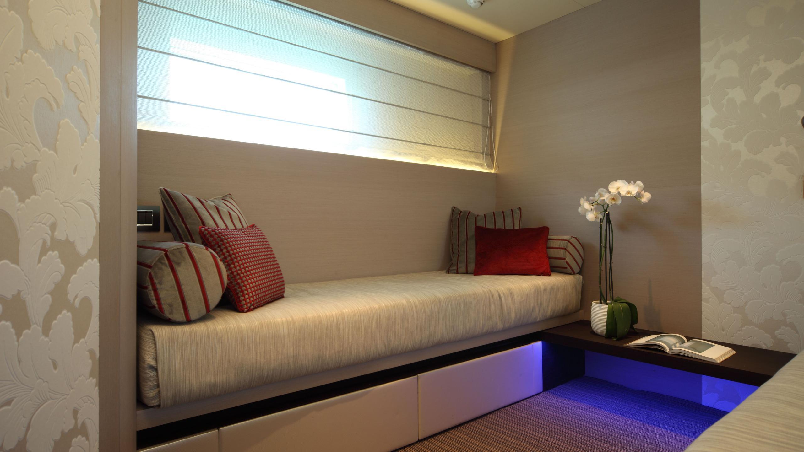aurora-yacht-master-cabin