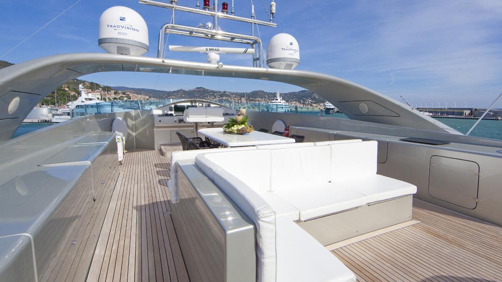 blue-mamba-yacht-fly-deck