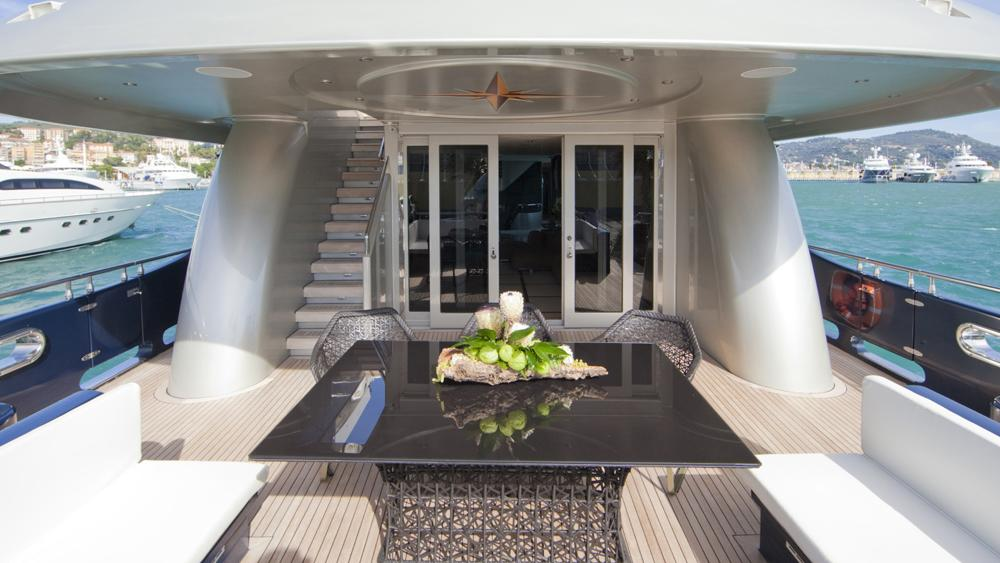 blue-mamba-yacht-aft-dining