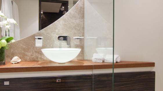 blue-mamba-yacht-twin-bathroom