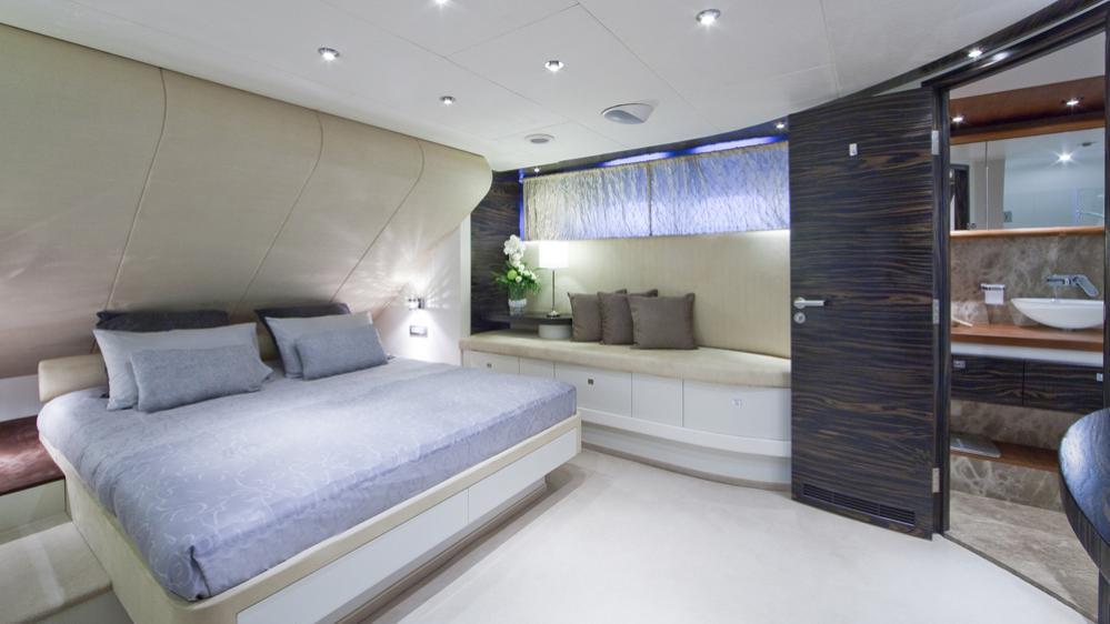 blue-mamba-yacht-vip-cabin