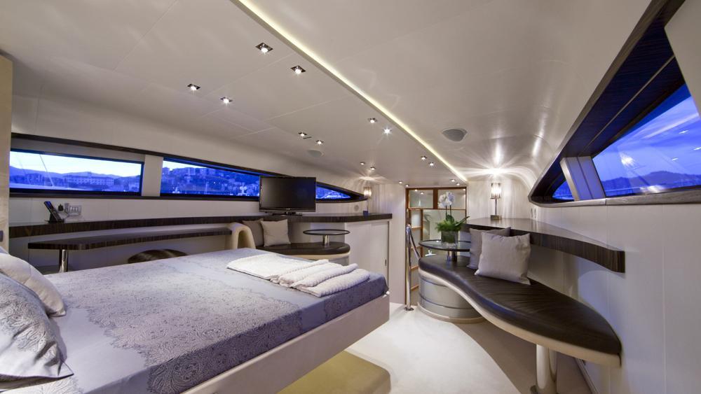 blue-mamba-yacht-master-cabin