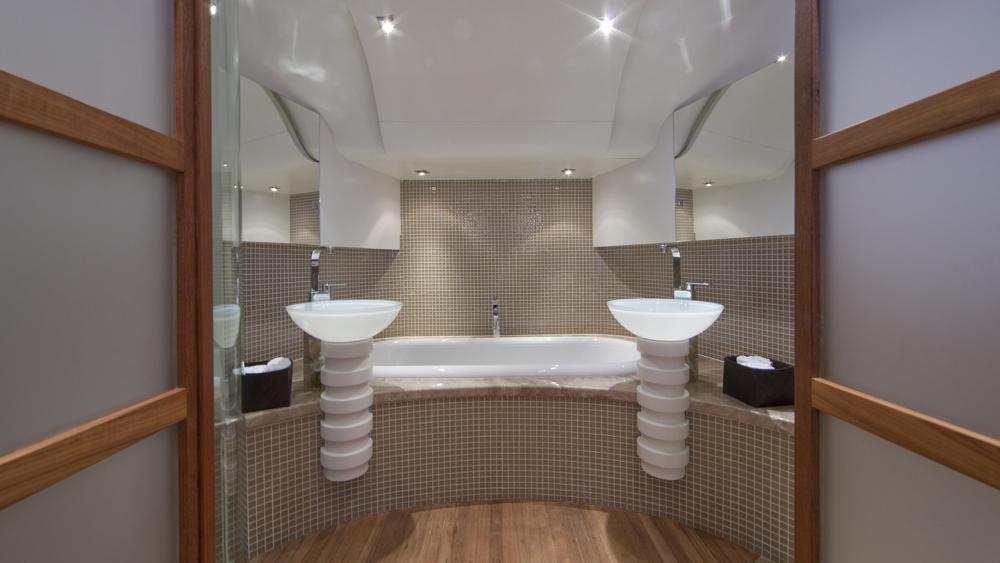 blue-mamba-yacht-master-bathroom