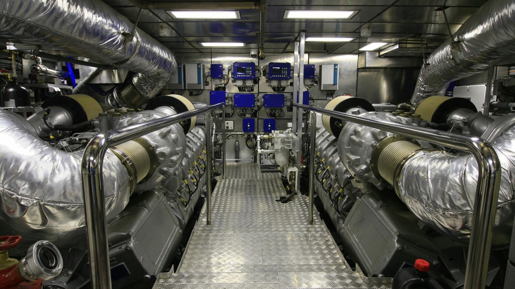 blue-mamba-yacht-engineroom